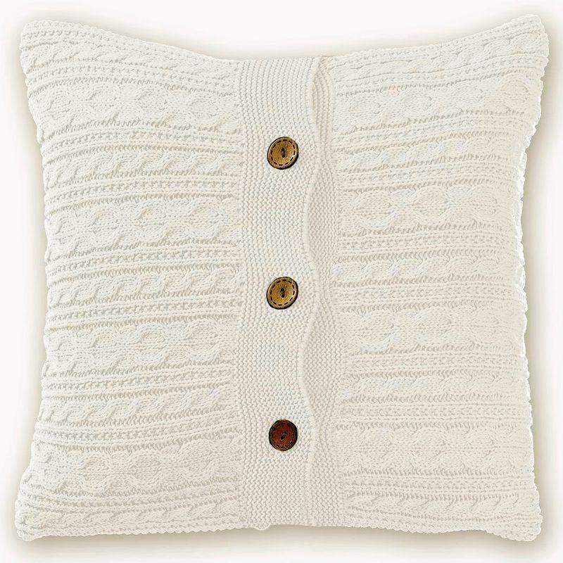 Наволочка декоративная Altali Milk, 43 х 43 см. 02-V001/1ES-412Вязаная подушка в доме - признак уюта и стиля. В отличие от тканевой подушки вязаные изделия более эластичные и структурные. Рисунок вязки гармонично впишется в любой интерьер. Чехол съемный, на пуговицах. Его можно стирать в деликатном режиме, сушить на горизонтальной поверхности.