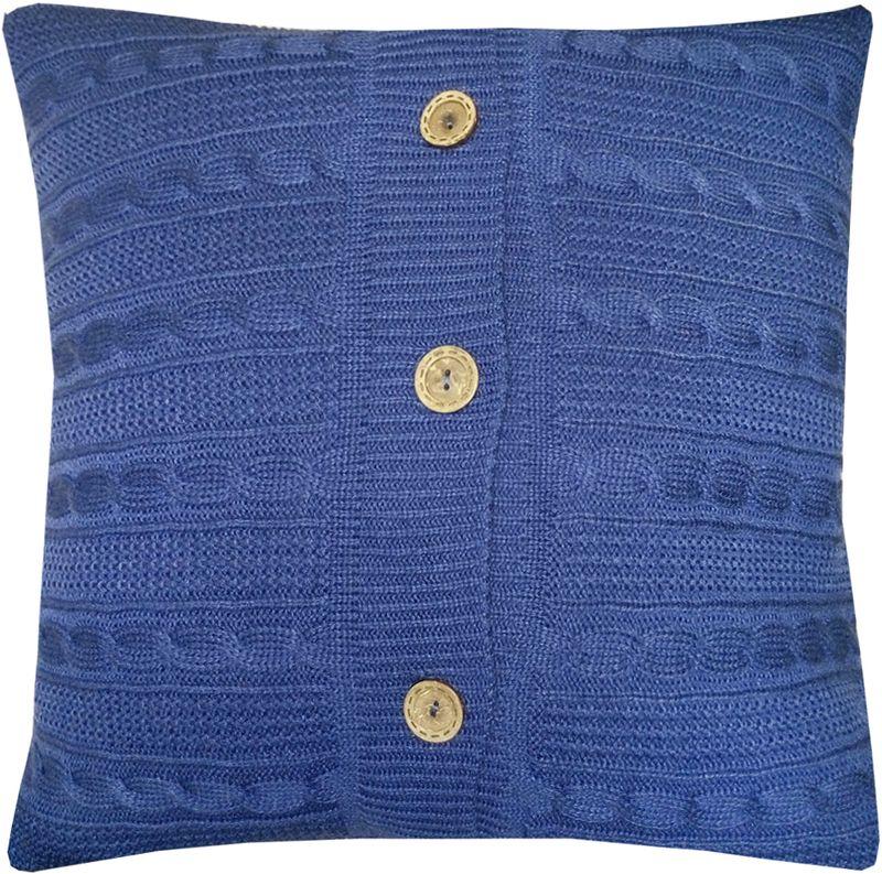 Наволочка декоративная Altali Royal Blue, 45 х 45 см02-V049/1Наволочка декоративная Altali выполнена из акрила. Вязаная подушка в доме - признак уюта и стиля. В отличие от тканевой подушки вязаные изделия более эластичные и структурные. Рисунок вязки гармонично впишется в любой интерьер. Чехол съемный, на пуговицах. Его можно стирать в деликатном режиме, сушить на горизонтальной поверхности.