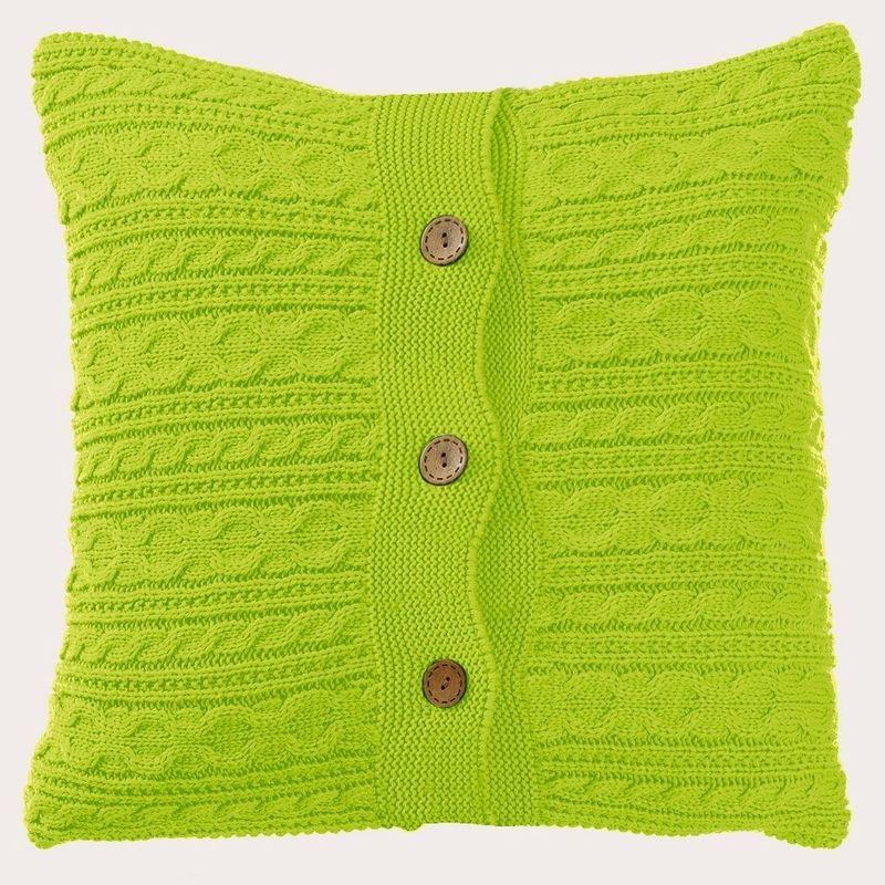 Наволочка декоративная Altali Лесной уголок, 45 х 45 см02-9523/1Вязаная подушка в доме - признак уюта и стиля. В отличие от тканевой подушки вязаные изделия более эластичные и структурные. Рисунок вязки гармонично впишется в любой интерьер. Чехол съемный, на пуговицах. Его можно стирать в деликатном режиме, сушить на горизонтальной поверхности.