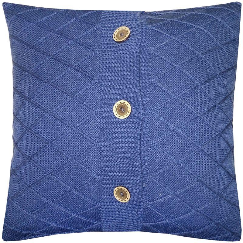 Наволочка декоративная Altali Royal Blue Rhomb, 43 х 43 смBL-1BВязаная подушка в доме - признак уюта и стиля. В отличие от тканевой подушки вязаные изделия более эластичные и структурные. Рисунок вязки гармонично впишется в любой интерьер. Чехол съемный, на пуговицах. Его можно стирать в деликатном режиме, сушить на горизонтальной поверхности.