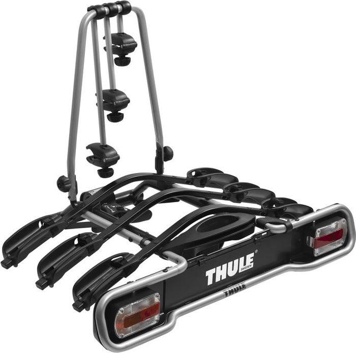 Велобагажник на фаркоп Thule EuroWay Light, для перевозки 3 велосипедов. 943943Thule EuroWay Light - функциональное крепление на три велосипеда, удовлетворяющее всем основным условиям.Особенности:- Наклон, выполняемый вручную, позволяет получить доступ к багажнику, даже если велосипеды установлены.- Всего несколькими поворотами ручки для быстрой установки багажник крепится к шару фаркопа.- Подвижные держатели колес снабжены мягкими ремнями.- Надежные держатели рамы для велосипедных рам до 70 мм.- Запирает на ключ крепление на фаркопе.- Установка колес на регулируемые держатели.- Задние фонари.- Совместимость с системой One Key System.- Фиксация велосипеда на креплении с помощью замка (необходим адаптер Thule Lockable Knob).Максимальное количество велосипедов: 3.Грузоподъемность: 45 кг.Максимальный вес велосипеда: 20 кг.Размеры: 105 x 75 x 75 см.Вес: 17 кг.Совместимые размеры рам: 22-70 мм.Расстояние между велосипедами: 17 см.