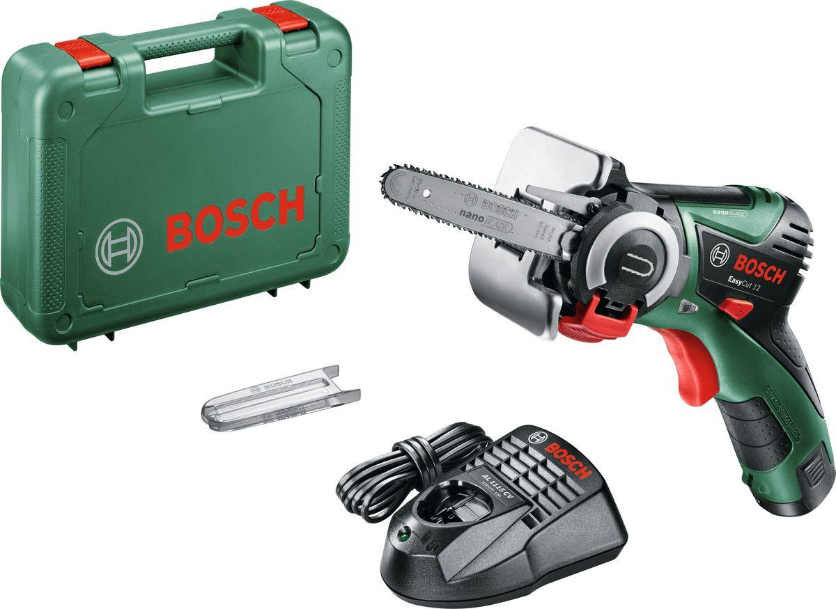 Аккумуляторная мини-цепная пила Bosch EasyCut 12, без акк и з/у. 06033C900106033C9001Аккумуляторная мини-цепная пила EasyCut 12 – инновационный инструмент от Bosch для прямолинейных, погружных (с чем не справляется обычный лобзик!) и криволинейных пропилов (диаметр от 10 см). Идеален для использования в качестве лобзика (прямые, криволинейные диаметр от 10 см и погружные пропилы) и садовой пилы (обрезка веток, срез заподлицо). Впервые в инструменте подобного класса реализован принцип цепной пилы– технология Nanoblade – благодаря чему пиление стало менее вибрационным, тихим и легким, в сравнении с традиционными лобзиками и ножовками. Благодаря технологии Nanoblade не нужно дополнительно фиксировать заготовку – пропил можно сделать просто зафиксировав заготовку рукой. Максимальная глубина пропила данного инструмента – 65 мм, благодаря системе SDS пильные полотна можно поменять 1 движением. Новые пилки Nanoblade не требуют никакого специального обслуживания, смазки или заточки пильного полотна. Точность в обработке любого материала гарантирована благодаря электронной системе управления Bosch Electronic: регулировка частоты ходов с помощью кнопочного выключателя. Литий-ионный аккумулятор емкостью 2,5 А/ч обеспечивает готовность пилы к использованию в любое время и в любом месте, а сменный аккумулятор позволяет использовать его в с другими инструментами системы 10,8/12 V Li-Ion от Bosch Green и садовой техникой Bosch Garden 10,8/12 V Li-Ion Комплектация:1 x nanoBLADE Wood Speed 651 х прозрачная крышка пильной системы1 х петля для хранения
