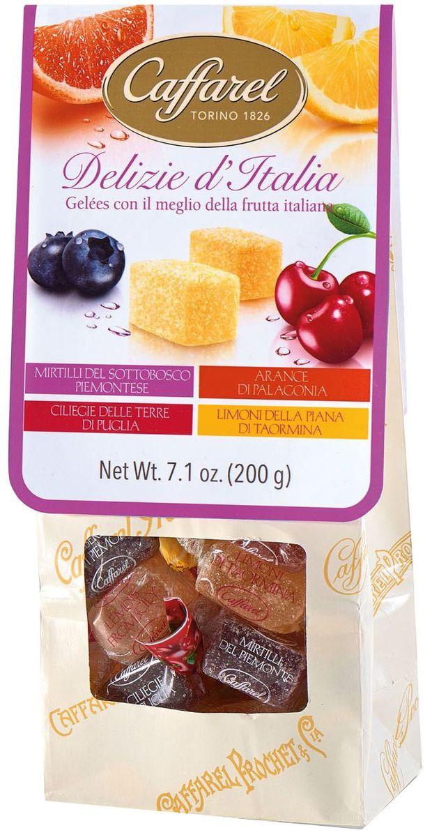 Caffarel Delizie d'Italia конфеты фруктово-желейные ассорти черника, апельсин, вишня, лимон, 200 гМС-00005301Конфеты фруктово-желейные ассорти (черника, апельсин, вишня, лимон) Delizie d'Italia Каффарель отличаются элегантным вкусом, изысканным ароматом. Конфеты изготовлены по традиционному итальянскому рецепту из натуральных ингредиентов. Вкусные и полезные фруктово-желейные конфеты станут великолепным дополнением к чаепитию. Компания Caffarel, расположенная в Турине, пользуется бесспорной репутацией лидера на итальянском шоколадном рынке. История компании началась с того, что в конце 18 века сеньор Доре Бозелл изобрел машину по измельчению и смешиванию какао-бобов. В 1826 году Пьер Поль Каффарель приобрел это изобретение для своей шоколадной мастерской на улице Балбис в Сан-Донато, в Турине. Вскоре компания Caffarel выпускает свою визитную карточку - конфеты Джандуйа. Около 30 процентов этой конфеты состояло из перемолотых лесных орехов. Свое название конфеты получили по имени карнавального персонажа-марионетки Джандуйа (GIANDUJA), олицетворяющего образ коренного жителя Пьемонта - итальянской области. Форма конфет так же была связанна с куклой, в основу конфет была положена треугольная шляпа персонажа.В 1865 году во время карнавала Каффарель угощал всех желающих своим новым изобретением от лица куклы Джандуйа. Конфеты пришлись по вкусу всем участникам карнавала, а начинка из перемолотых орехов вскоре получила имя - пралине.