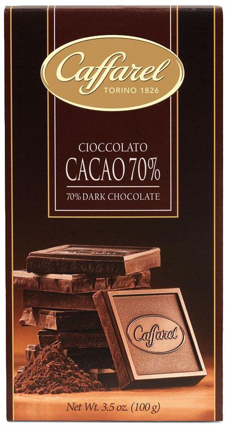 Caffarel шоколад горький 70% какао, 100 г5862Шоколад горький 70% какао - великолепный темный пьемонтский шоколад для знатоков. Компания Caffarel, расположенная в Турине, пользуется бесспорной репутацией лидера на итальянском шоколадном рынке. История компании началась с того, что в конце 18 века сеньор Доре Бозелл изобрел машину по измельчению и смешиванию какао-бобов. В 1826 году Пьер Поль Каффарель приобрел это изобретение для своей шоколадной мастерской на улице Балбис в Сан-Донато, в Турине. Вскоре компания Caffarel выпускает свою визитную карточку - конфеты Джандуйа. Около 30 процентов этой конфеты состояло из перемолотых лесных орехов. Свое название конфеты получили по имени карнавального персонажа-марионетки Джандуйа (GIANDUJA), олицетворяющего образ коренного жителя Пьемонта - итальянской области. Форма конфет так же была связанна с куклой, в основу конфет была положена треугольная шляпа персонажа.В 1865 году во время карнавала Каффарель угощал всех желающих своим новым изобретением от лица куклы Джандуйа. Конфеты пришлись по вкусу всем участникам карнавала, а начинка из перемолотых орехов вскоре получила имя - пралине.