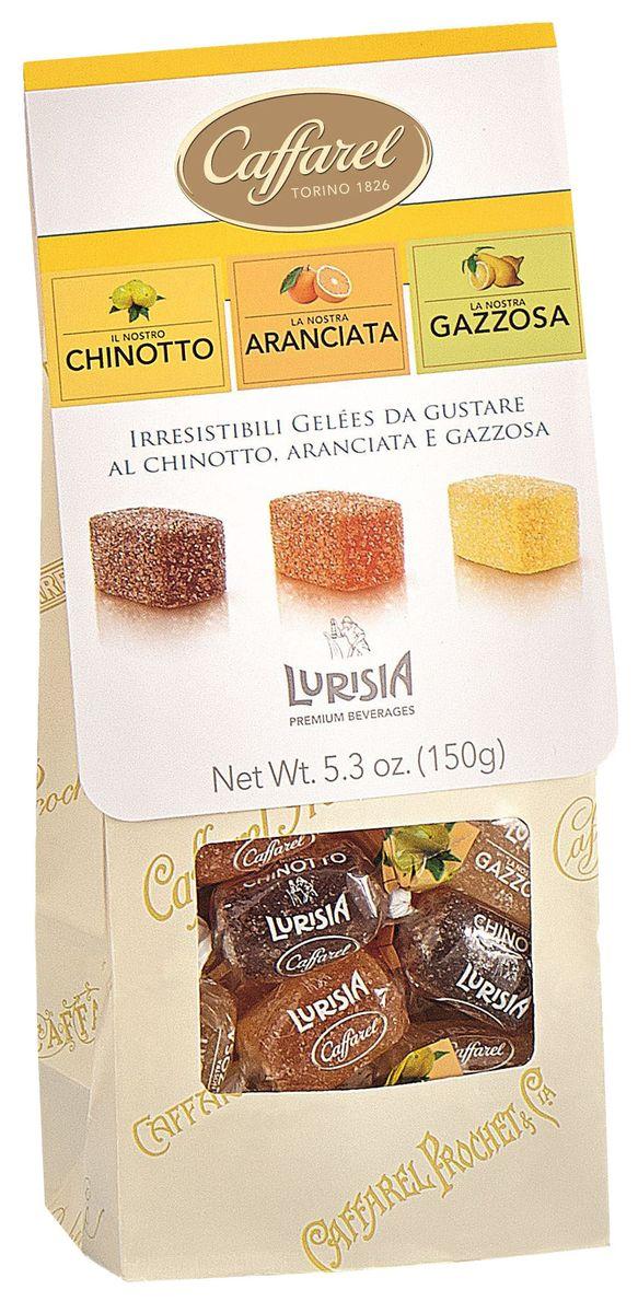Caffarel конфеты фруктово-желейные ассорти, 150 г0120710Фруктово-желейные конфеты изготавливаются по старинному итальянскому рецепту из отборных ягод и фруктов. Отличаются яркостью и натуральностью аромата и вкуса, тают во рту. Являются легким, низкокалорийным лакомством и великолепным подарком. Компания Caffarel, расположенная в Турине, пользуется бесспорной репутацией лидера на итальянском шоколадном рынке. История компании началась с того, что в конце 18 века сеньор Доре Бозелл изобрел машину по измельчению и смешиванию какао-бобов. В 1826 году Пьер Поль Каффарель приобрел это изобретение для своей шоколадной мастерской на улице Балбис в Сан-Донато, в Турине. Вскоре компания Caffarel выпускает свою визитную карточку - конфеты Джандуйа. Около 30 процентов этой конфеты состояло из перемолотых лесных орехов. Свое название конфеты получили по имени карнавального персонажа-марионетки Джандуйа (GIANDUJA), олицетворяющего образ коренного жителя Пьемонта - итальянской области. Форма конфет так же была связанна с куклой, в основу конфет была положена треугольная шляпа персонажа.В 1865 году во время карнавала Каффарель угощал всех желающих своим новым изобретением от лица куклы Джандуйа. Конфеты пришлись по вкусу всем участникам карнавала, а начинка из перемолотых орехов вскоре получила имя - пралине.