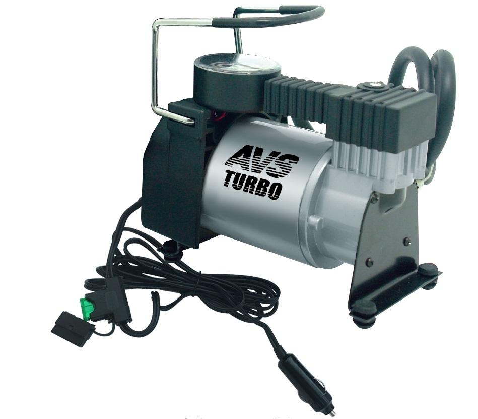 Компрессор автомобильный AVS KA580AGR-75Автомобильный компрессор AVS KA580 предназначен для накачки воздухом шин легковых и коммерческих автомобилей. Рабочее напряжение компрессора - 12В. Высокая производительность делает возможным более широкое применение. Автомобильный компрессор может быть использован для накачки мячей, матрасов, проведения покрасочных работ.Преимущества:Высокотехнологичная сборка (основные детали сделаны из нержавеющей стали).Высокоточный двухшкальный манометр.Резиновые ножки.Автоматическая система защиты от перегрева.Набор насадок и сумка для хранения в комплекте. Максимальный ток потребления: 14 А. Напряжение: 12В. Максимальное давление: 10 Атм. Производительность: 40 л/мин. Рабочая температура: от -35°С до +80°С. Масса: 1,9 кг.