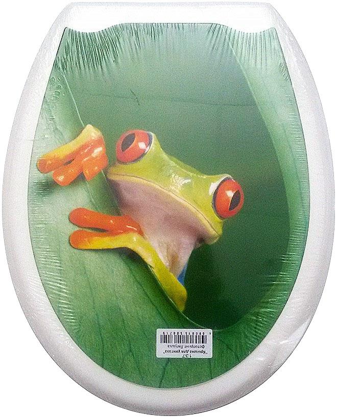 Сиденье для унитаза DeLuxe Лягушка, 45 х 36 смBL505Сидение для унитаза с фотопринтом, 45 х 36 см, материал полипропилен (пластик), упаковка термоусадочная пленка, пластиковый крепеж в комплекте. Четыре пластиковые опоры, расстояние между центрами крепежа 150-170 мм. Рисунок на поверхности нанесен с помощью высококачественной пленки, стоек к истиранию, долговечен. Сидение легко мыть. Дизайны фотопринтов повторяют дизайны противоскользящих ковриков.Высота сиденья 4 см.