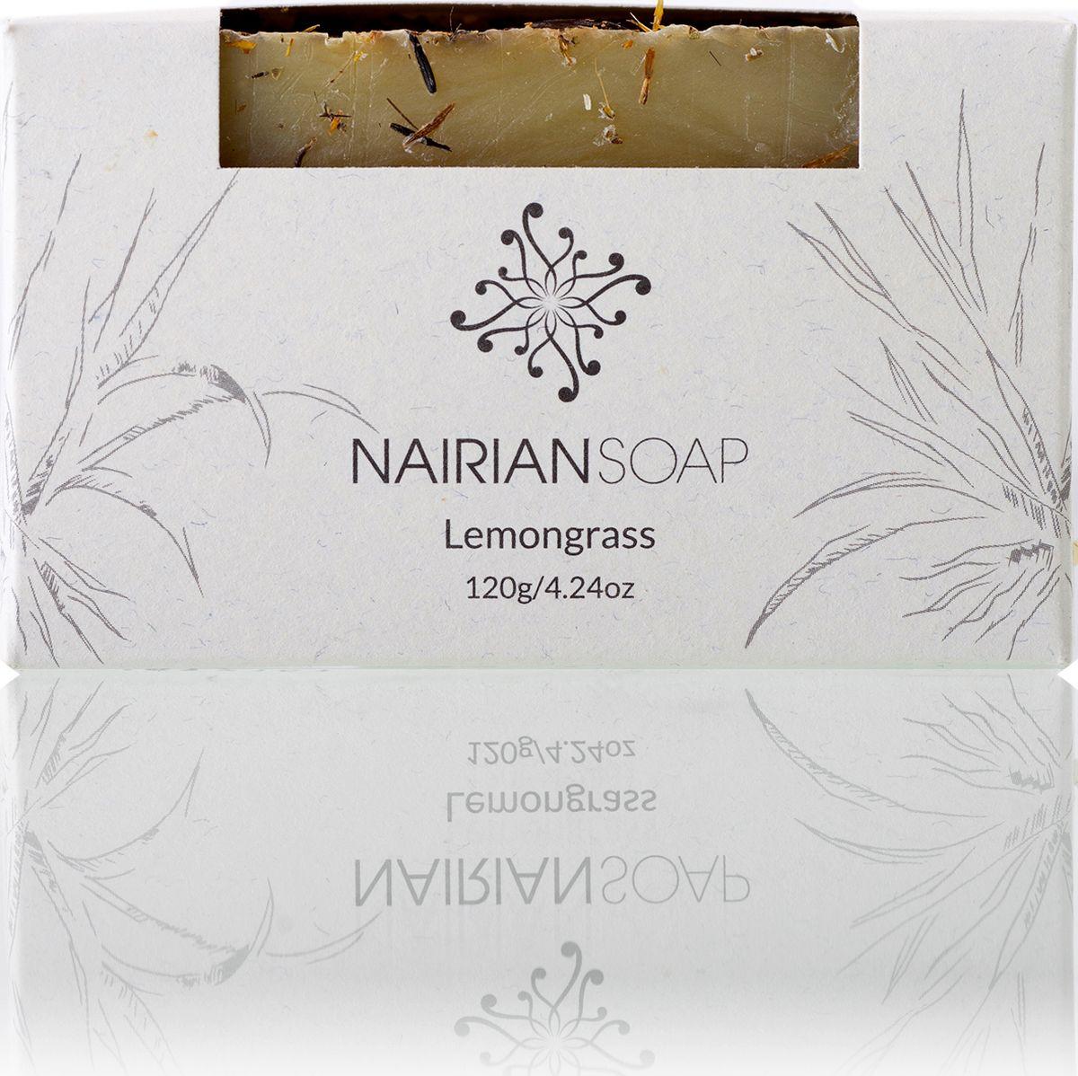 Nairian Мыло, лимонник, 120 гBSSLG-01-0120Эфирное масло лемонграсса борется с бактериями и грибками, сужает поры, уменьшает сальные и потовые выделения, подтягивает кожу и дарит мылу освежающий аромат, который приходится по душе как женщинам, так и мужчинам. Кроме того, в состав мыла входит масло облепихи, восстанавливающее кожные клетки и помогающее заживлять ожоги (в том числе солнечные), порезы, ранки, лечить высыпания.