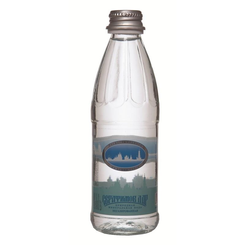 Серафимов Дар вода минеральная негазированная, 0,25 л4670006830251Серафимов дар - натуральная негазированная минеральная вода. Это столовая вода, подходящая для каждодневного употребления в неограниченных количествах. Общая минерализация составляет 0,15 - 0,45 г/л.Минеральная вода Серафимов дар рекомендована к употреблению Российской академией медицинских наук. Она хорошо утоляет жажду, легко усваивается организмом и быстро выводит из него вредные продукты нашей жизнедеятельности. Ее чистота и изумительный вкус не раз были отмечены высшими наградами международных конкурсов.Название воды связано с именем святого преподобного чудотворца Серафима Саровского, в 1825 году поселившегося верстах в двух от монастыря, у Богословского родника. В дореволюционные времена вода из этого источника поставлялась к царскому столу, сегодня закупается службой обеспечения президента РФ.