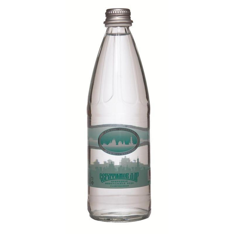 Серафимов Дар вода минеральная газированная, 0,54 л4670006830268Серафимов дар - натуральная газированная минеральная вода. Минеральная вода Серафимов дар рекомендована к употреблению Российской академией медицинских наук. Она хорошо утоляет жажду, легко усваивается организмом и быстро выводит из него вредные продукты нашей жизнедеятельности. Ее чистота и изумительный вкус не раз были отмечены высшими наградами международных конкурсов.Название воды связано с именем святого преподобного чудотворца Серафима Саровского, в 1825 году поселившегося верстах в двух от монастыря, у Богословского родника. В дореволюционные времена вода из этого источника поставлялась к царскому столу, сегодня закупается службой обеспечения президента РФ.