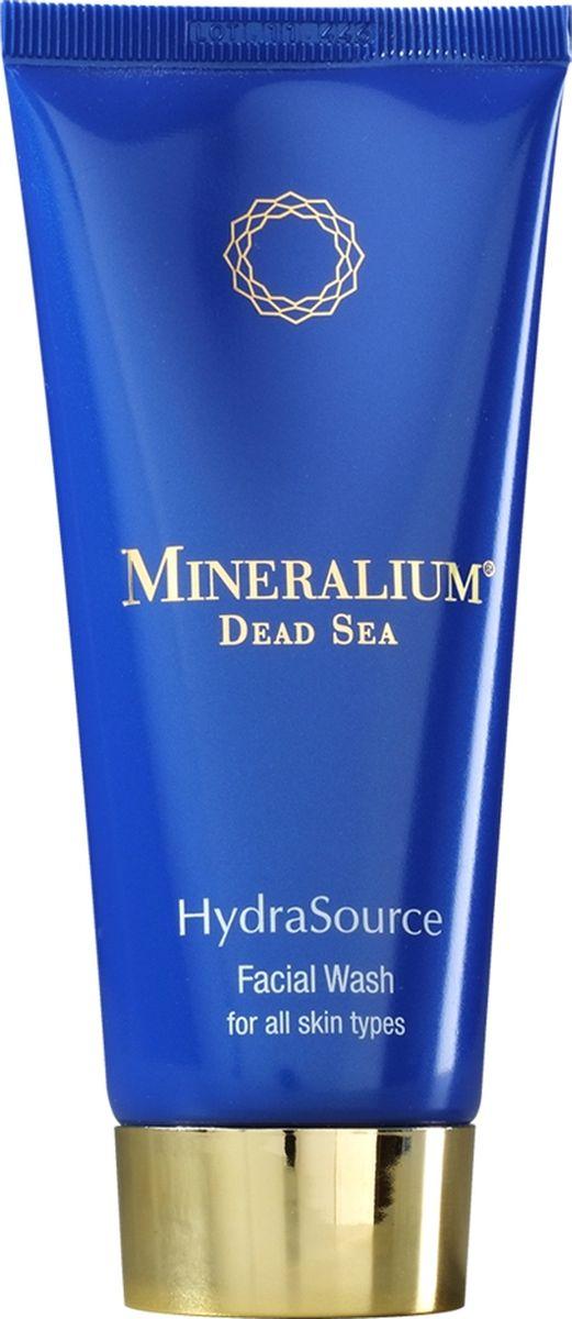 Minerallium Очищающее средство для лица для всех типов кожи, Minerallium 100 млMn6019Нежное средство для умывания заменяет сразу 2 средства: гель для умывания и лосьон для лица. - мягко удаляет макияж, жир и грязь с поверхности и пор кожи, при этом не стягивает и не сушит;- придает ощущение комфорта, освежает и оставляет кожу готовой для нанесения увлажняющего крема;- содержит койевую кислоту, которая мягко отбеливает: выравнивает тон лица, осветляет пигментные пятна, рубцы и следы от прыщей.