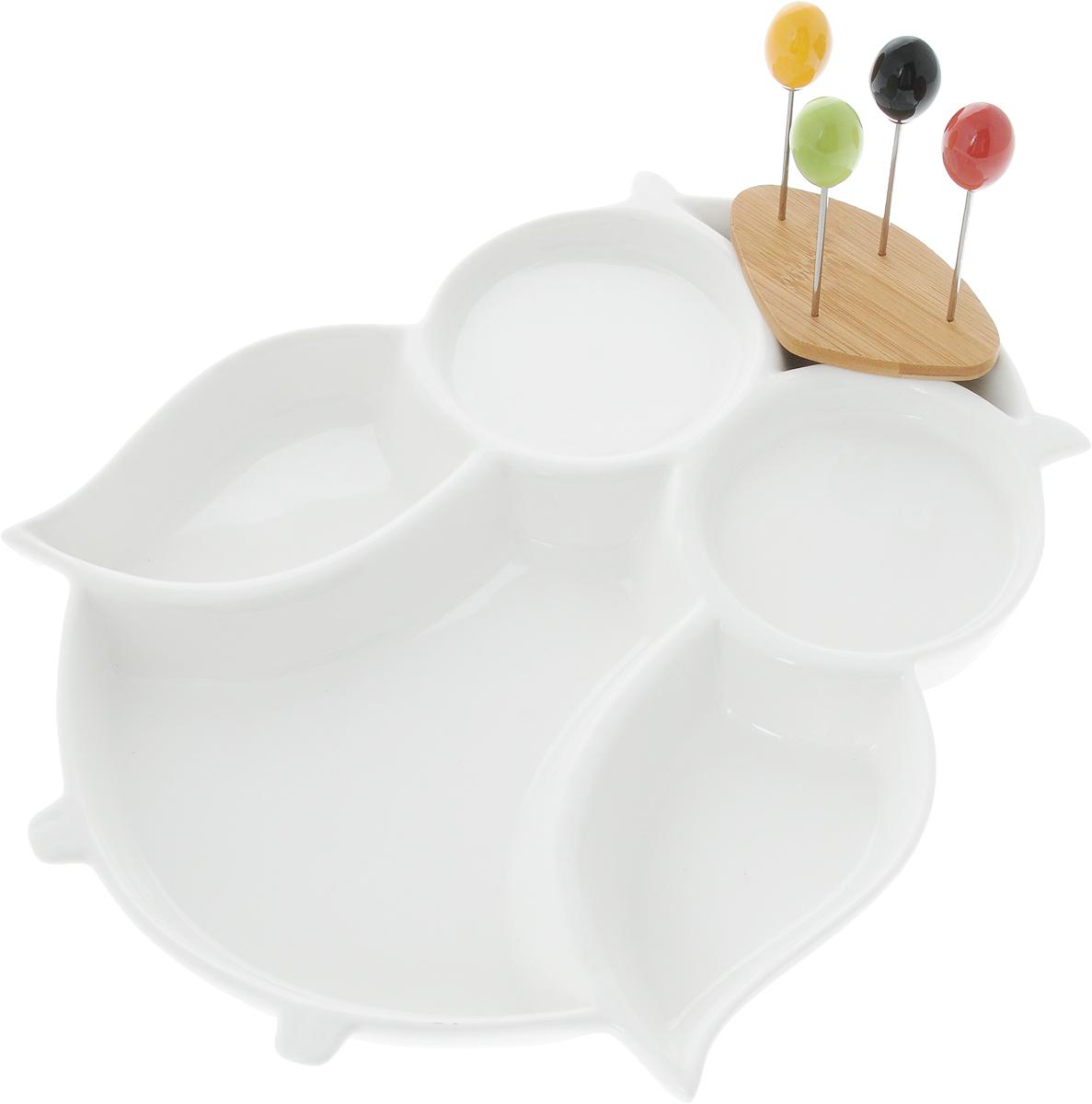 Менажница Elan Gallery Сова, со шпажками, 5 секциий115510Менажница Elan Gallery Сова изготовлена из керамики и предназначена для подачи сразу нескольких видов закусок, нарезок или соусов. В комплект также входят 4 разноцветные шпажки, которые вставляются в деревянную подставку.Менажница Elan Gallery Сова станет настоящим украшением праздничного стола и подчеркнет ваш изысканный вкус.