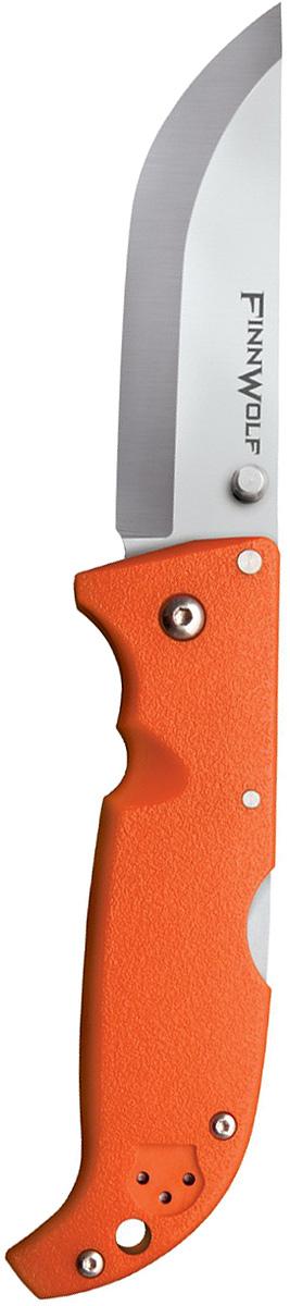 Нож складной Cold Steel Finn Wolf, цвет: оранжевый, длина клинка 3 1/2CS/20NPRYZГлавная характеристика складного ножа Finn Wolf — универсальность. Удобная в использовании модель пригодится в повседневной жизни и туристических походах. Ей найдется применение на охоте и рыбалке. В угрожающих жизни ситуациях она станет надежным оружием самообороны.Клинок Norman blade, более известный как финский, превосходно режет и строгает, демонстрирует отличные результаты при колющем ударе. За счет скругления длина режущей кромки увеличена, что облегчает разделку охотничьей добычи.Для изготовления клинка использовалась устойчивая к коррозии сталь AUS-8A. Гибкое лезвие обладает внушительной твердостью 57–58 единиц (шкало Роквелла). Отличительная особенность модели состоит в применении шайб из фосфористой бронзы и прокладок из фторопласта в осевом узле.Режущая кромка заточена «гладким» способом. Даже при самой активной эксплуатации лезвие сохраняет остроту на протяжении долгого периода. Если же оно все-таки затупится, заточить нож можно на любом камне благодаря сечению Scandi grind. Сатинирование на этапе финишной обработки сделало клинок матовым.Открывается нож с помощью шпенька правой или левой рукой. Механизм Back-Lock надежно блокирует лезвие в заданном положении.Голубая рукоять сделана из Grivory. Этот полимер устойчив к агрессивным средам и механическим повреждениям. В жару и холод рукоять удобно ложится в руку, не выскальзывает.Нож оснащен клипсой (для ношения на поясе или в кармане) и отверстием в задней части рукояти (под страховочный корд).