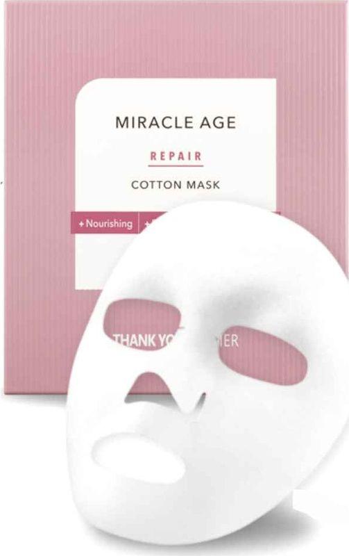 Thank You Farmer Тканевая маска с разглаживающим и отбеливающим эффектом, 25 млTYF14Thank You Farmer Miracle Age Repair Cotton Mask - уплотненная хлопковая маска, которая выгодно отличается от более дешевых тканевых масок тем, что активные вещества меньше испаряются с поверхности маски, а значит больше достается коже.В составе 18 растительных масел! По концентрации активных веществ: как будто 1 бутылка серума в 1 маске.- длительный эффект разглаживания морщин и уплотнения кожи за счет гиалуроновой кислоты и липосомного комплекса;- преображает кожу перед выходом в свет, нелипкая текстура позволяет наносить макияж сразу после применения маски;- в 2,5 раза увеличивает уровень влаги в коже;- обязательно возьмите её с собой в отпуск (в любое время года), пригодится на борту самолета, где очень сухой воздух.