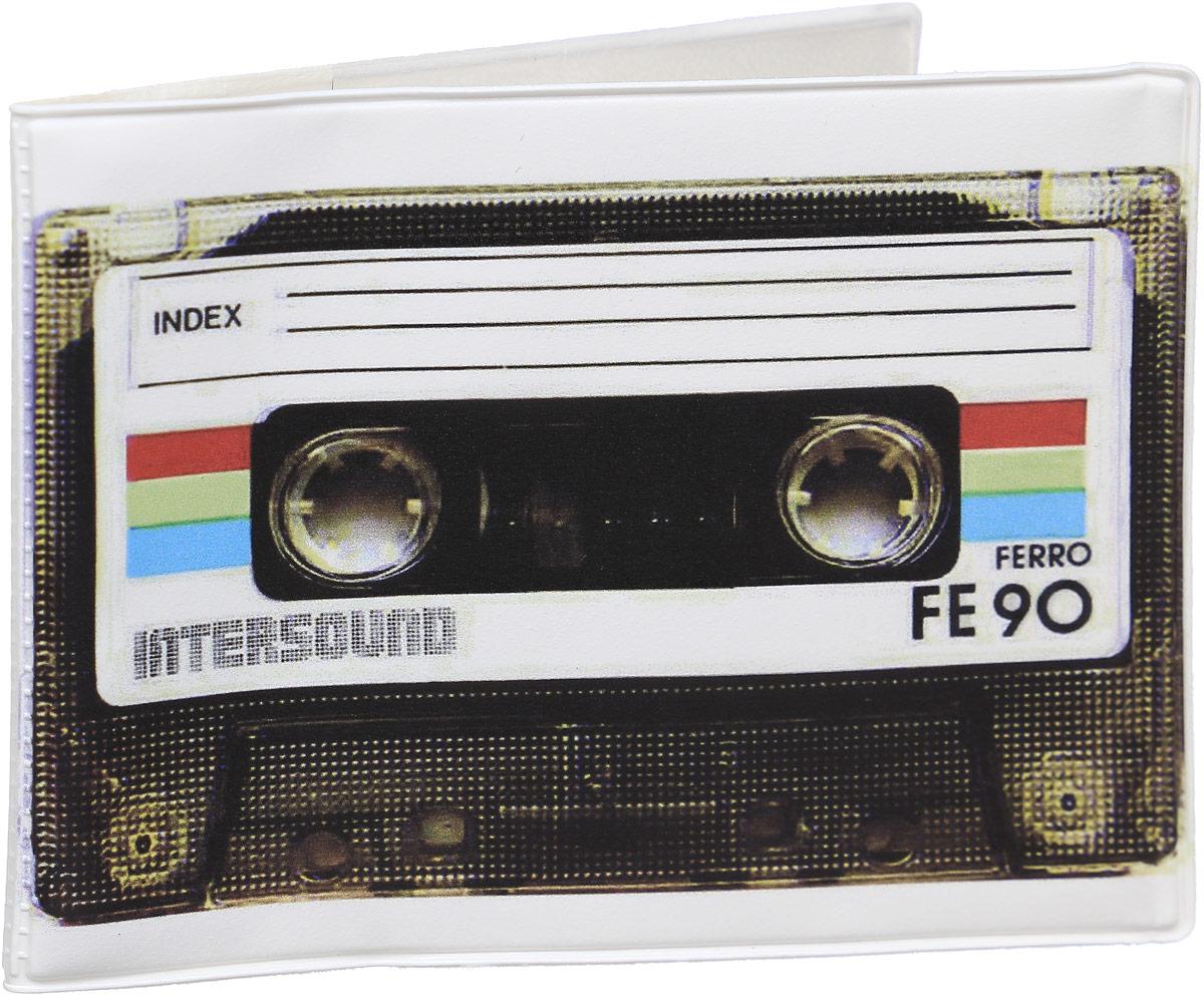 Обложка для зачетной книжки Kawaii Factory Ретро-кассета, цвет: белый, черный. KW067-000021BM8434-58AEОбложка для зачетной книжки Kawaii Factory Ретро-кассета выполнена из легкого и прочного ПВХ, который надежно защищает важные документы от пыли и влаги. Рисунок нанесён специальным образом и защищён от стирания. Изделие раскладывается пополам. Внутри размещены два накладных прозрачных кармашка.