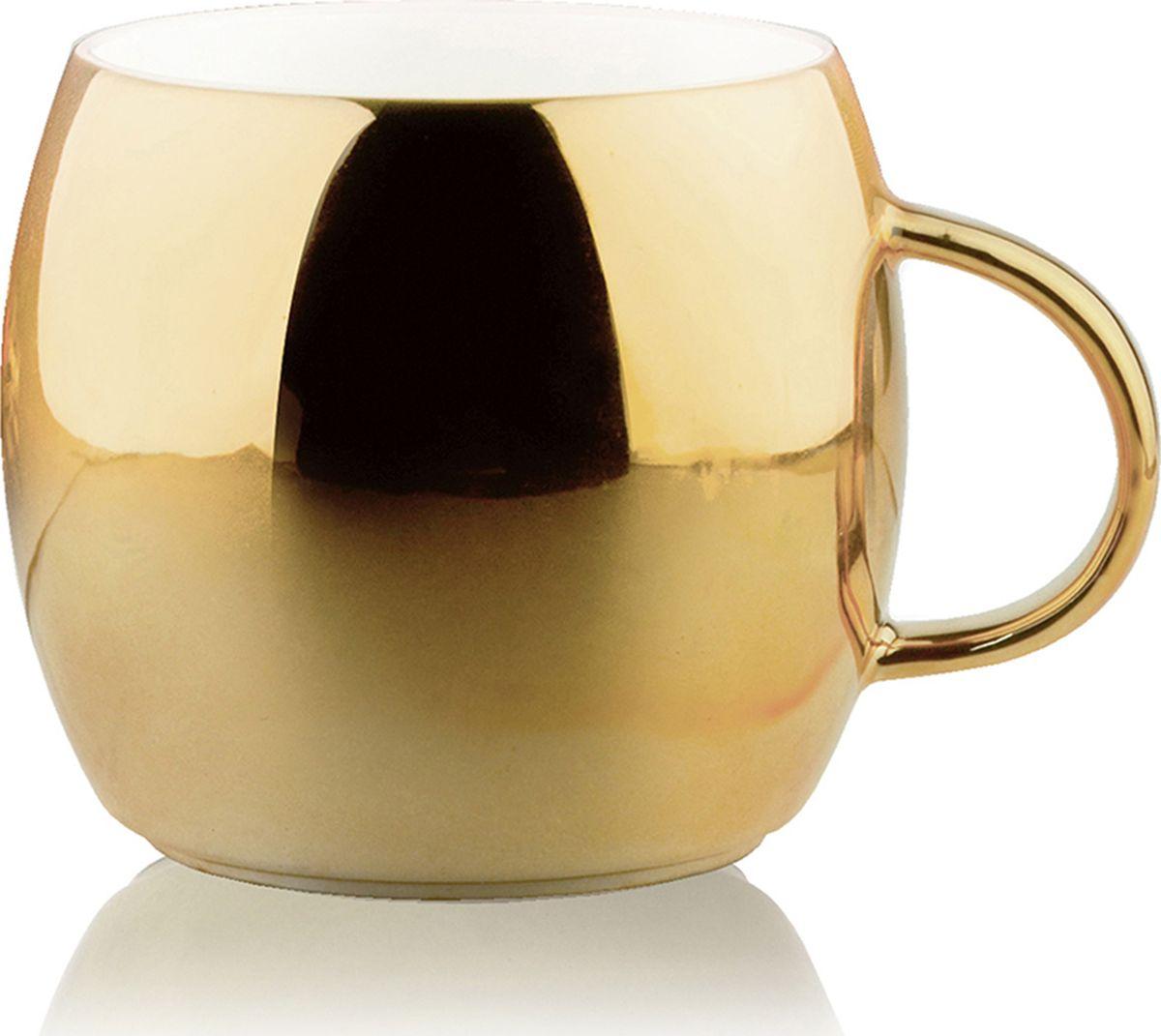 Кружка Asobu Sparkling mugs, цвет: золотистый, 380 млMUG 550 goldНасладитесь чашечкой горячего шоколада или любимого праздничного напитка с игристой коллекцией кружек Asobu Sparkling mugs. Глянцевое, полированное покрытие кружек мерцает и переливается, создавая особенное, праздничное настроение. * Обратите внимание, что в связи с глянцевым покрытием могут быть незначительные недостатки в отделке.Особенности: 390 мл.Экстраглянцевое покрытие.Яркие праздничные цветаИдеально подходит для горячего шоколада или других праздничных напитков.Мыть только руками! Не рекомендуется мыть в посудомоечной машине!