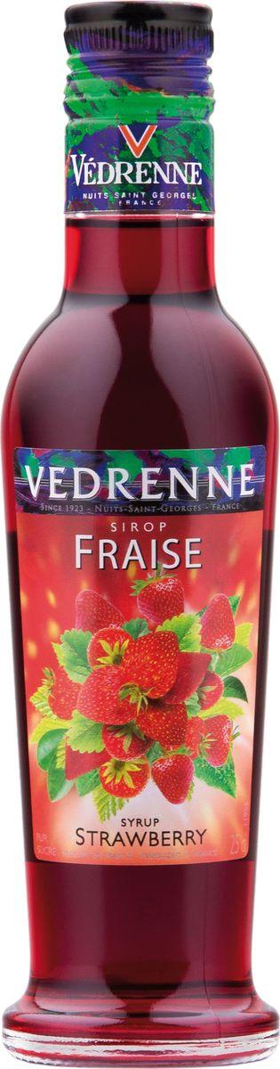Vedrenne клубника сироп, 250 мл12128В настоящее время компания Vedrenne считается одним из лучших производителей высококлассных сиропов, отличающихся натуральным вкусом, а также насыщенным ароматом и глубоким цветом. Фруктовые сиропы Vedrenne пользуются большой популярностью не только во Франции (где их широко используют как в сегменте HoReCa, так и в домашних условиях), но и экспортируются более чем в 50 стран мира.Сиропы изготавливаются на основе натурального растительного сырья, фруктовых и ягодных соков прямого отжима, цитрусовых настоев, а также с использованием очищенной воды без вредных примесей, что позволяет выдержать все ценные и полезные свойства натуральных фруктово-ягодных плодов и трав. В состав сиропов входит только натуральный сахар, произведенный по традиционной технологии из сахарозы.Благодаря высокому содержанию концентрированного фруктового сока сиропы Vedrenne обладают изысканным ароматом и натуральным вкусом, являются эффективным подсластителем при незначительной калорийности. Они оптимизируют уровень влажности и процесс кристаллизации десертов, хорошо смешиваются с другими ингредиентами и способствуют улучшению вкусовых качеств напитков и десертов.Сиропы Vedrenne разливаются в стеклянные бутылки с яркими этикетками, на которых изображен фрукт, ягода или другой ингредиент, определяющий вкусовые оттенки того или иного продукта Vedrenne. Емкости с сиропами Vedrenne герметичны и поэтому не позволяют содержимому контактировать с микроорганизмами и другими губительными внешними воздействиями. Кроме того, стеклянные бутылки выглядят оригинально и стильно. Клубничный сироп добавляют в различные коктейли, лимонады, мороженое, кофе и холодный чай. Кстати, хозяйкам на заметку: клубничный сироп можно добавить в натуральные компоты. Цвет: глубокий красный.Аромат: насыщенный, душистый аромат свежих ягод клубники. Вкус: натуральный, яркий вкус с нотами клубники.Рецепт Арбузный физ Ингредиенты: • 20 мл сиропа Vedrenne Клубника • 40 мл джина • 1 долька арбуза 