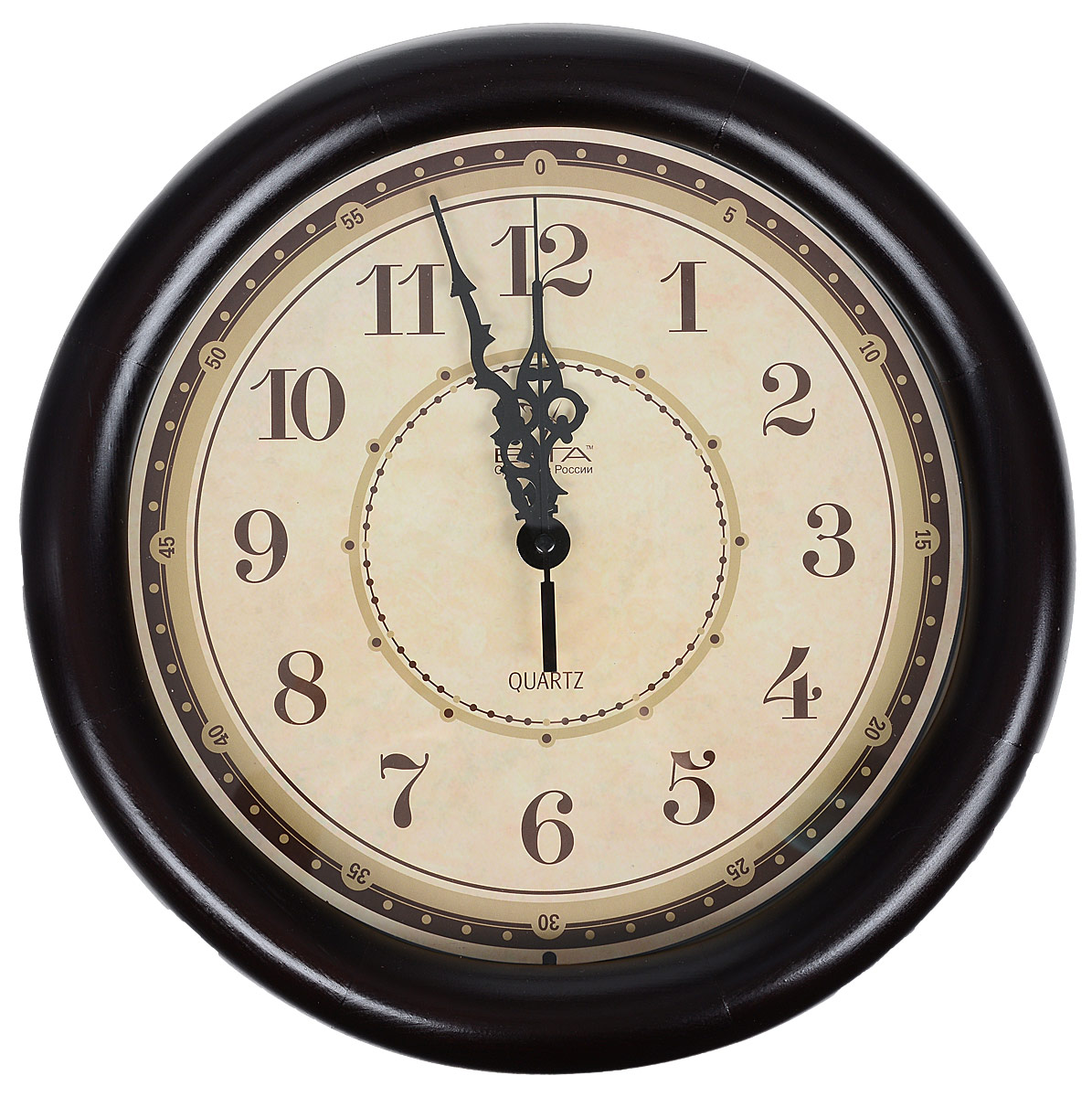 Часы настенные Вега Классика, цвет: темно-коричневый, диаметр 30 см4607053882155Настенные кварцевые часы Вега Классика, изготовленные из дерева, прекрасно впишутся в интерьер вашего дома. Часы имеют три стрелки: часовую, минутную и секундную, циферблат защищен прозрачным стеклом. Часы работают от 1 батарейки типа АА напряжением 1,5 В (не входит в комплект).Диаметр часов: 30 см.