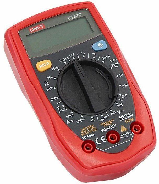 Портативный мультиметр Unit UT33C13-1007Мульти?метр —электроизмерительный прибор который включает в себя несколько функций и набор измеряемых параметров. Все приборы серии UT-30 измеряют напряжение, сопротивление и ток в цепи. Прибор UT33C является портативным мультиметром, компактные размеры позволяют всегда носить его с собой. Но, несмотря на малые размеры, данный мультиметр обладает широким функционалом и это выгодно отличает его от других. С его помощью вы сможете измерить постоянное и переменное напряжение, постоянный ток, сопротивление и даже температуру. А так же с помощью данного прибора можно проводить тестирование диодов и осуществлять прозвонку целостности цепи. Инженеры старались сделать прибор максимально удобным для использования. Выбор измеряемых величин и пределов измерений производиться с помощью усиленного поворотного регулятора, благодаря которому исключается возможность случайного нажатия. Мультиметр UT33C оснащен функцией Data hold, и зафиксировав результат измерений, вы в любое время сможете считать полученный значение. Дисплей прибора оснащен подсветкой, которая позволяет проводить измерения даже в слабоосвещенных местах. Прибор изготовлен из высококачественных материалов и комплектуется защитным чехлом, который позволит избежать повреждений прибора от падений и царапин. Мультиметр снабжен подставкой, которая позволяет разместить прибор на любой плоской поверхности. Калибровка и тестирование приборов произведено под контролем компании REXANT INTERNATIONAL. Характеристики:Постоянное напряжение: 200мВ/2000мВ/20В/200В/500В (0,5%+2)Переменное напряжение: 200В/500В (1,2%+10)Постоянный ток: 2000мкА/20мА/200мА/10А (1%+2)Сопротивление: 200Ом/2000Ом/20кОм/200кОм/20МОм (0,8+2)Температура: -40°С-1000°C/-40°F-1832°F (1%+3)3х разрядный дисплей Ручной выбор предела измеренийТестирование диодовРежим удержания измерений Data holdПрозвонка целостности цепиИндикатор разряда батареи: даИмпеданс: около 10МОмРазмер (мм): 130*73,5*35Тип батареи: 9В Крона