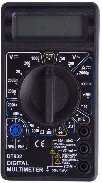 Портативный мультиметр PROconnect M832(DT832)13-3012Мульти?метр —электроизмерительный прибор который включает в себя несколько функций и набор измеряемых параметров. Все приборы серии M832 измеряют постоянное и переменное напряжение, постоянный ток и сопротивление в цепи. А так же с помощью данного прибора можно проводить тестирование диодов, и осуществлять прозвонку целостности цепи. Еще одной отличительной особенностью данного прибора является функция генерирования прямоугольных сигналов (меандр), эта функция нужна для измерений и преобразований сигнала и в других областях. Прибор M832 является портативным мультиметром, компактные размеры позволяют всегда носить его с собой. Но, несмотря на малые размеры, данный мультиметр обладает широким функционалом и это выгодно отличает его от других. Инженеры старались сделать прибор максимально удобным для использования. Выбор измеряемых величин и пределов измерений производиться с помощью усиленного поворотного регулятора, благодаря которому исключается возможность случайного нажатия. Прибор изготовлен из высококачественных материалов, калибровка и тестирование приборов произведено под контролем компании REXANT INTERNATIONAL.Характеристики:Постоянное напряжение: 200mВ (±0.5%+3), 2000мВ/20В/200В (±0,8%+5), 1000В (±1,0%+5)Переменное напряжение: 200В/750В (±2,0%+10)Постоянный ток: 200мкА/2000мкА/20мА (±1.8%+2), 200мА (±2,0%+2), 10A (±2.0%+10)Сопротивление: 200Ом (±1,0%+10), 200Ом/20КОм/200КОм/2000КОм (±1,0%+4) Тестирование диодов Прозвонка целостности цепиГенератор прямоугольного сигнала (меандр)3,5х разрядный дисплейРазмер (мм): 70*126*26Тип батареи: Rexant 9В Крона (в комплекте)Вес: 108г