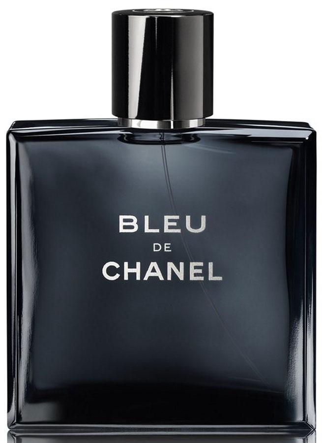 Chanel Blue Chanel Man Туалетная вода, 50 мл2218Туалетная вода Bleu de Chanel — новая интерпретация одноименного мужского аромата, выпущенного компанией Chanel еще в 30-х годах прошлого столетия. Этот стильный и невероятно многогранный запах, был создан специально для того, чтобы подчеркнуть лучшие черты современных мужчин, живущих в шумных мегаполисах.Будь непредсказуем! — призывает своих обладателей роскошный, благородный и невероятно самобытный аромат Bleu de Chanel. Построенный на гармоничном сочетании контрастных древесно-фужерных нот, он служит для современных мужчин живительным глотком свободы, способным разукрасить серые будни в яркие цвета.Туалетная вода Bleu de Chanel — это свежесть, страсть, самобытность и многогранность, заключенные в одной плоскости. Стоит им только вырваться наружу, и они тут же начнут хулиганисто и задорно играть на коже своего обладателя различными красками. Кому-то они подарят свежесть порывистого морского ветра, кому-то — бодрящую энергию цитрусов, а кому-то — чувственность древесно-мускусных аккордов. Однако, как бы ни раскрывался этот удивительный летний аромат, его звучание всегда остается необыкновенно мелодичным, уместным и сдержанным.Туалетная вода Bleu de Chanel — лучший спутник решительных, уверенных в себе мужчин, готовых идти наперекор правилам. Французский актер Гаспар Улье, являющийся рекламным лицом этого повседневного аромата, как нельзя лучше обыгрывает образ современных представителей сильного пола, для которых предназначается столь загадочная и изысканная парфюмерная композиция.