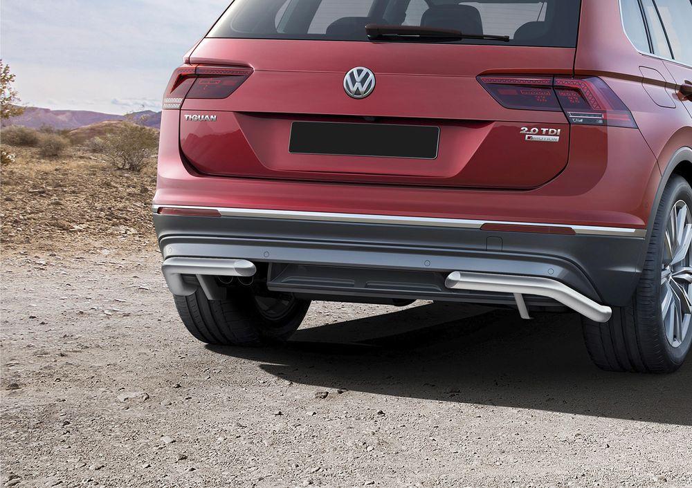 Защита заднего бампера Rival, для Volkswagen Tiguan 2017-, d57 уголки, комплект крепежа, 2 штR.5803.007Стильное навесное оборудование Rival дополняет внешний вид автомобиля, придавая ему индивидуальность, позволяет защитить кузов и лакокрасочное покрытие от повреждений при столкновении во время парковки или во время движения в плотном потоке автомобилей.- Использование высококачественной нержавеющей стали(марка AISI 304, толщина стенки 1,5 мм) обеспечивает долговечную эксплуатацию. - Гарантия на сквозную коррозию и на целостность сварных швов - 5 лет.- Использование электроплазменной полировки позволяет добиться качественной равномерной зеркальной поверхности.- Установка в штатные места крепления не требует сверления и дополнительной доработки автомобиля.- Сохранение дорожного просвета (клиренса).- Возможность регулировки навесного оборудования при установке на автомобиле.- Продукт сертифицирован – нет проблем с постановкой на учет.- Производство на высокоточном оборудовании позволяет изготовить индивидуальный продукт с высокой точностью повторения геометрии автомобиля.- В комплекте крепеж и инструкция по установке.Совместимость с дополнительным оборудованием и аксессуарами Rival и с большинством оригинальных аксессуаров.