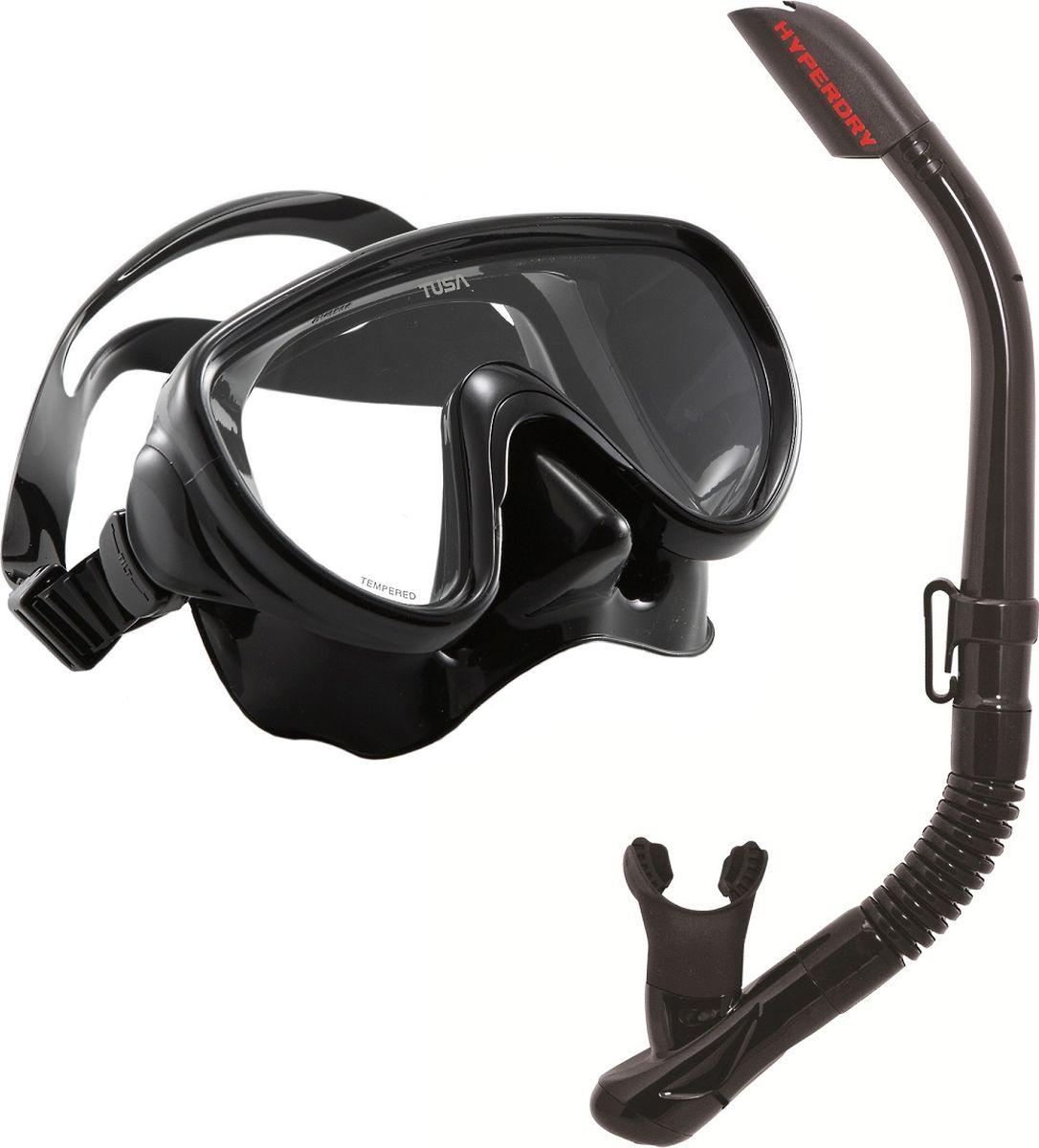 Набор для плавания Tusa Sport, цвет: черный. UCR-1619BK/BK3B327Комплект UCR-1619 состоит из маски UMR-16 и трубки с нижним клапаном USP-190.Маска UMR-16 – однолинзовая компактная маска с широким обзором. Силиконовый обтюратор со скругленными краями мягко повторяет контуры лица. После плавания с такой маской почти не остается следов на лице. Трехмерный ремешок применяемый для фиксации маски на голове, точно повторяет затылочный изгиб и надежно удерживает маску на голове. Быструю регулировку обеспечивают 5-ти позиционные пряжки. Они позволяют отрегулировать натяжение и угол наклона ремешка для наилучшей посадки маски на лице. Линза маски выполнена из закаленного стекла. Обтюратор полностью выполнен из 100% медицинского силикона. Трубка USP-190 – оснащена системой Hyperdry от забрызгивания. И большой дренажной камерой с клапаном для легкого удаления воды после погружения. Удобный загубник снимает нагрузку с челюстных мышц. Гибкий сегмент позволяет использовать трубку для дайвинга.