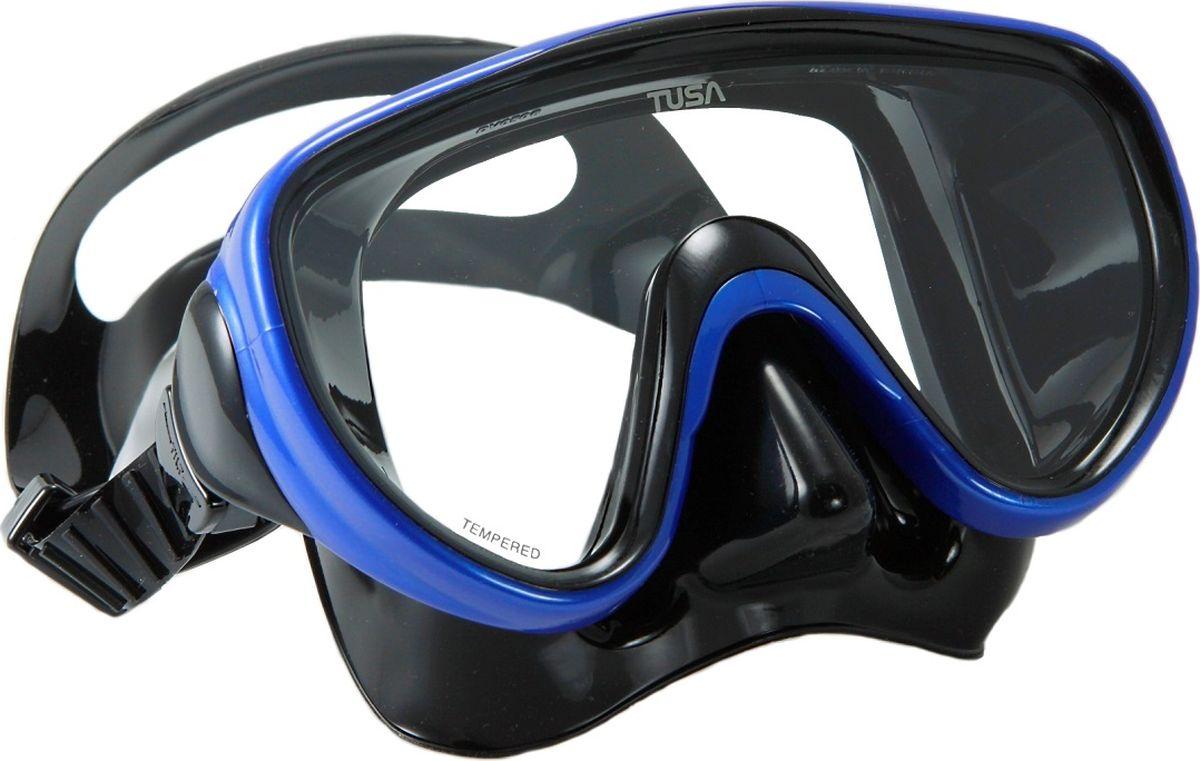 Маска для плавания Tusa Sport, цвет: черный, синий. UMR-16 BK/MB8-10818B353-B353Маска UMR-16 – однолинзовая компактная маска с широким обзором. Силиконовый обтюратор со скругленными краями мягко повторяет контуры лица. После плавания с такой маской почти не остается следов на лице. Трехмерный ремешок применяемый для фиксации маски на голове, точно повторяет затылочный изгиб и надежно удерживает маску на голове. Быструю регулировку обеспечивают 5-ти позиционные пряжки. Они позволяют отрегулировать натяжение и угол наклона ремешка для наилучшей посадки маски на лице. Линза маски выполнена из закаленного стекла. Обтюратор полностью выполнен из 100% медицинского силикона.