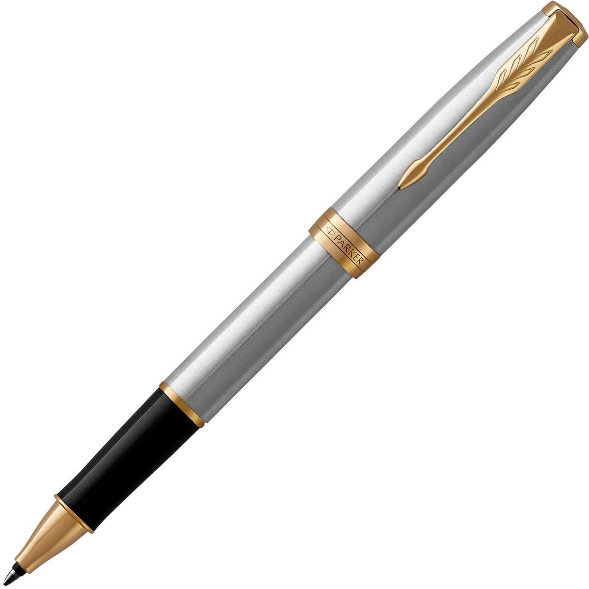 Parker Ручка-роллер Sonnet Stainless Steel GT308SBK3P3Материал корпуса: Нержавеющая сталь.Покрытие корпуса: Шлифованная нержавеющая сталь.Материал отделки деталей корпуса: позолота 23К, Торец ручки: латунь, покрытая золотом. Зажим колпачка: сталь, покрытая золотом. Кольцо: сталь, покрытая золотом. Зона захвата - пластик. Способ подачи стержня: с колпачком.Сделано во Франции.Аналог PARKER-S0809130