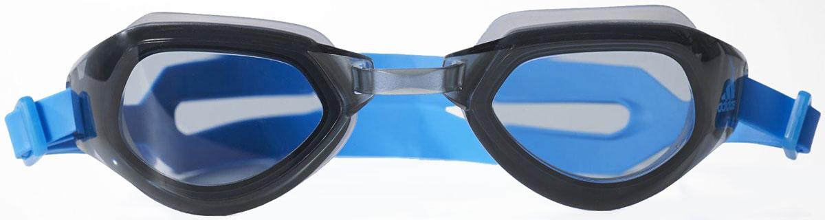 Очки для плавания Adidas, цвет: синий. BR1072BR1072В плавательных очках от Adidas Performance Persistar CMF четко прослеживайте всю дорогу к стене. Конструкция с низким сопротивлением прорезает воду, а надформованное уплотнение обеспечивает плотную, водонепроницаемую посадку. Они имеют противотуманную отделку для прочной видимости и защиты от ультрафиолетового излучения для тренировок на открытом воздухе. Детали: поликарбонатные линзы, низкопрофильная конструкция рамы для соревнований, обтекаемая конструкция для минимального сопротивления, регулируемый задний ремень.