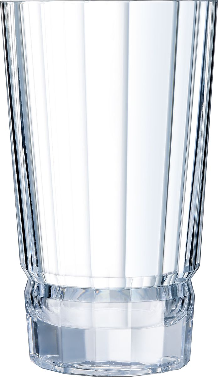 Ваза Cristal dArques Macassar, высота 27 см. L8169L8169Прямые грани и уникальный блеск коллекции Macassar переносят нас в мир высокой моды ар-деко. Вечные складки. Прямые бокалы из коллекции Macassar переносят нас в мир высокой моды ар-деко. Они выделяются изысканностью текучих складок от ножек до верха и единством симметричных линий. Как модницы безумных двадцатых, украшаясь тюрбанами и султанами, открывали свободу движения в мягкой драпировке, так бокалы в несравненном блеске хрусталя радуются свободе стиля и чистоте прямых и закругленных граней. Подобно тому, как современный кутюрье пересматривает вечные мотивы моды, эти текучие и геометрические скульптуры смело нарушают условности и утверждают смелость на вашем столе.