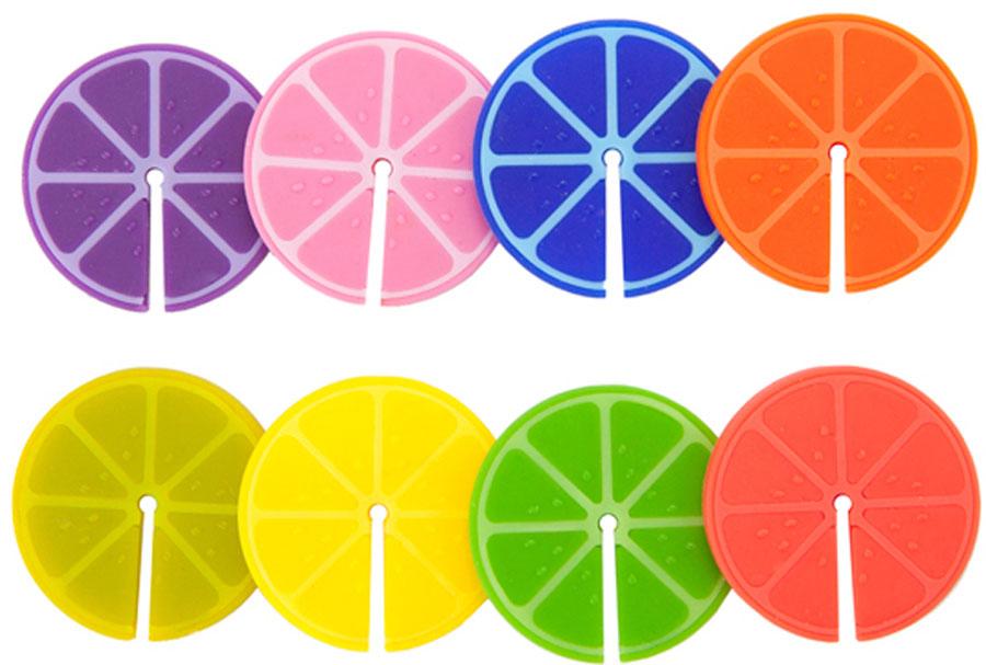 Маркеры для бокалов Balvi Fruit Party, 8 шт24820Уникальные маркеры для бокалов Fruit Party помогут гостю найти свой бокал среди остальных. Маркеры выполнены в виде разноцветных силиконовых долек лимона, которые крепятся к краю бокала с помощью специального крепления. Больше никакой путаницы с бокалами и горячих споров друзей. Маркеры прекрасно подойдут для любого вида бокалов, кружек, фужеров и стаканов.- Яркий и стильный дизайн в виде разноцветных долек лимона.- Специальное крепление в виде прореза.- В комплекте 8 разноцветных маркеров, которые можно использовать многократно.
