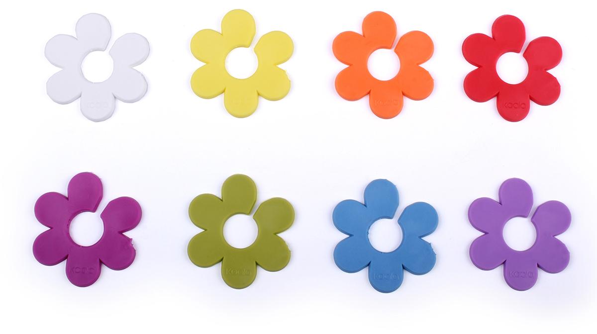 Маркеры для бокалов Koala Daisy, 8 шт61340000Набор маркеров для бокалов Daisy - 8 насадок из гибкого силикона в форме цветков от европейского бренда Koala. Аксессуары помогают идентифицировать бокалы, помечая их маргратиками определенного цвета. Их удобно использовать на дегустациях, вечеринках, торжественных мероприятиях. Маркерыот испанского бренда Koala дополнят любой праздничный или дегустационный стол.Инструкция по применению:1. Извлеките маркер из упаковки.2. Зафиксируйте его на ножке бокала .Силиконовые насадки подходят для всех бокалов с ножками: винных, для шампанского, коньяка и других.