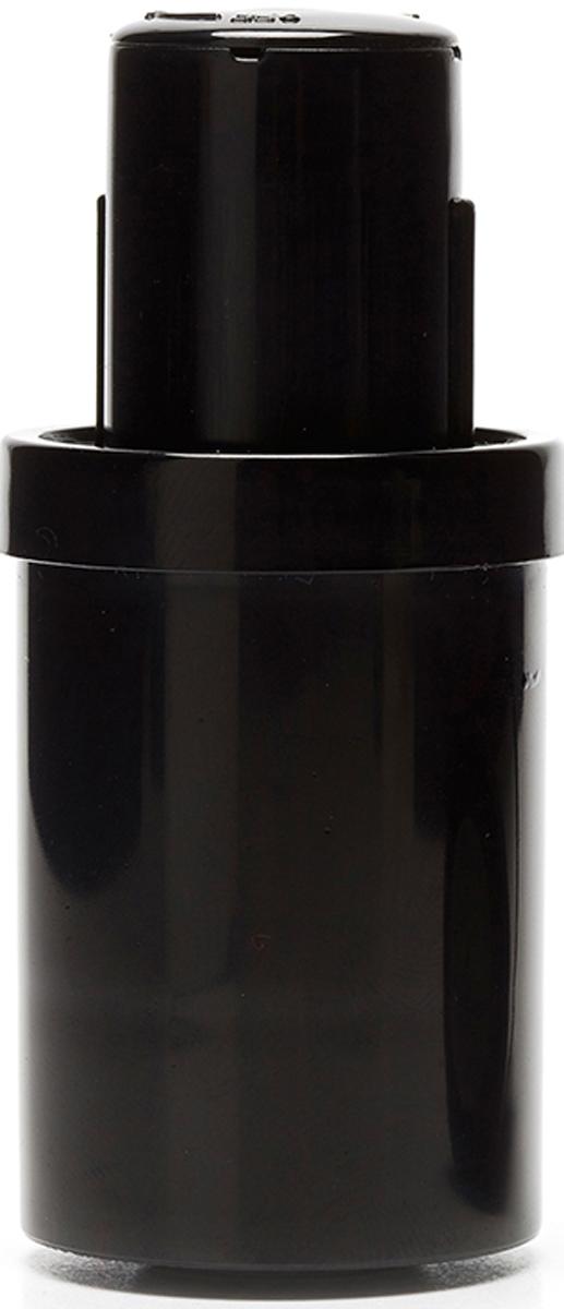 Пробка для вина Koala, цвет: черныйFD-59Вакуумная пробка для вина Koala - незаменимый аксессуар 2 в 1 для домашнего использования от одноименного испанского бренда. Обеспечивает надежное хранение напитка и предотвращает случайное проливание вина.Особенности вакуумной пробки Koala:- Хорошо входит горлышко и надежно фиксируется- Предотвращает попадание кислорода внутрь бутылки- Исключает выливание вина, даже при переворачивании бутылки- Благодаря эргономичной форме, легко извлекается из бутылки- Строгий и лаконичный дизайн- Изготовлена в соответствии с Международной запатентованной технологиейИнструкция по применению:1. Наденьте пробку на откупоренную бутылку2. Аккуратно откачайте воздух при помощи центральной кнопкиПроизведено в Испании. Поставляется в презентабельной упаковке, идеальна в качестве подарка.
