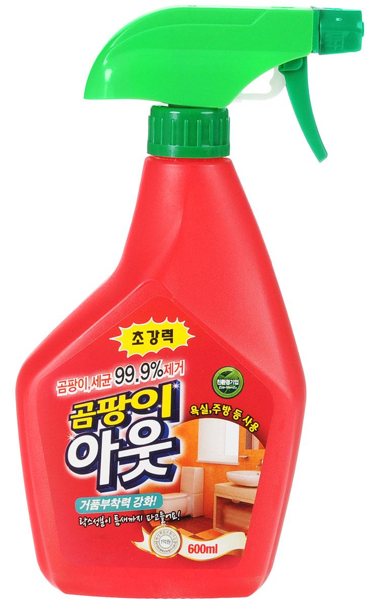 Специальное чистящее средство KMPC Orange Power. Mildew Remover, для удаления плесени, c апельсиновым маслом. 58204068/5/3Чистящее средство для борьбы с плесенью и бактериями. Данное средство не только уничтожит плесень и бактерии на 99. 9% даже в самых труднодоступных местах (щели, микротрещины и т. д. ), но и избавит от неприятного запаха. Входящий в состав гипохлорит натрия избавит от плесени, оставив поверхность чистой и устойчивой к ее повторному появлению. Благодаря обильной пене поверхность легко мыть. После обработки достаточно всего лишь ополоснуть очищаемую поверхность - плесень и бактерии мгновенно исчезнут.Инструкция по применению: хранить в закрытом виде. Перед использованием надеть перчатки.Распылять средство на расстоянии 15~25 см от загрязненной поверхности.- Распылить средство в труднодоступных местах, оставить на 1~2 часа, затем очистить щеткой и смыть водой.-Распылить на раковину, унитаз, сливное отверстие и т. д., оставить на 5~10 минут, затем смыть водой.Распылить на силиконовую поверхность, оставить на 3~4 часа, затем смыть водой. В случае если не удалось избавиться от плесени с первого раза, то следует повторно распылить и очистить поверхность спустя некоторое время. Хорошо проветрить помещение до, во время и после использования средства. Распылять как можно дальше от лица, протирать смоченной губкой. Избегать попадания на одежду, обои, деревянные и металлические поверхности. Есть вероятность осветления кафеля, ванны, мрамора, поэтому перед применением следует проверить средство на незаметном участке. Не использовать металлические губки и щетки из шерсти животных. Поскольку плесень глубоко проникает в силикон и избавиться от нее сложнее, то при появлении плесени на силиконовых поверхностях, ее следует немедленно удалить. Во избежание появления опасных газов не следует смешивать данное средство с другими хлорсодержащими средствами, особенно окисляемыми моющими средствами, а также со средствами, в состав которых входит уксус.Меры предосторожност