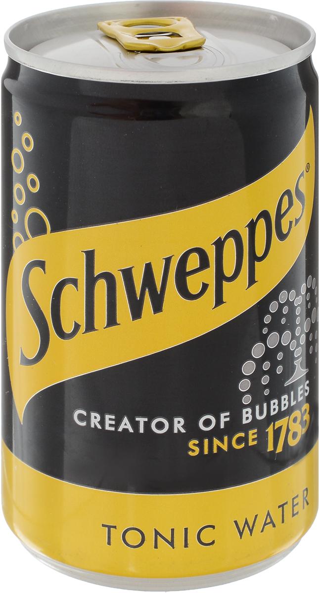 Schweppes Indian Tonic Water напиток газированный, 150 мл04963406Шипучий напиток с освежающим ароматом и богатым, одновременно сладковатым, горьким и кислым вкусом. Его необычный вкус создается благодаря добавлению в его состав хинина.По легенде, знаменитый напиток был изобретен врачами для лечения малярии в Индии и Африке. Его необычный вкус полюбился солдатам, и один предприимчивый бизнесмен стал создавать освежающие напитки для ежедневного употребления на основе хинина. Чтобы скрасить резкий вкус хинина солдаты Британской Ост-Индской компании смешали тоник с джином, и так появился популярный коктейль. Сейчас тоник часто используют для разбавления спиртных напитков, приготовления других коктейлей.