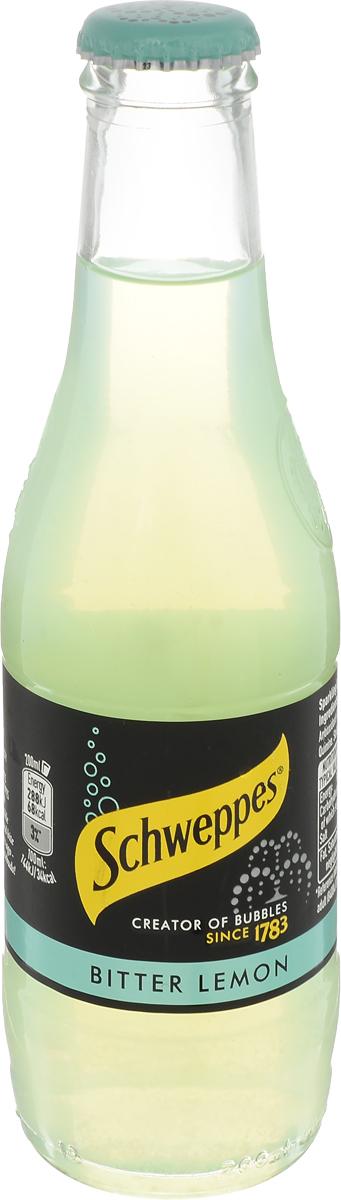 Schweppes Bitter Lemon напиток газированный, 0,2 л54491014Освежающий газированный напиток приготовлен по специальной технологии с использованием лимонного сока и цедры, что придает ему изысканный цитрусовый вкус с горьковатой ноткой. Частички цедры лимона образуют естественный осадок на дне бутылки.Рецепт Bitter Lemon появился в 1956 году в Великобритании. Изначально напиток был создан для последующего смешивания с алкоголем, однако с течением времени стал употребляться и в самостоятельном виде.