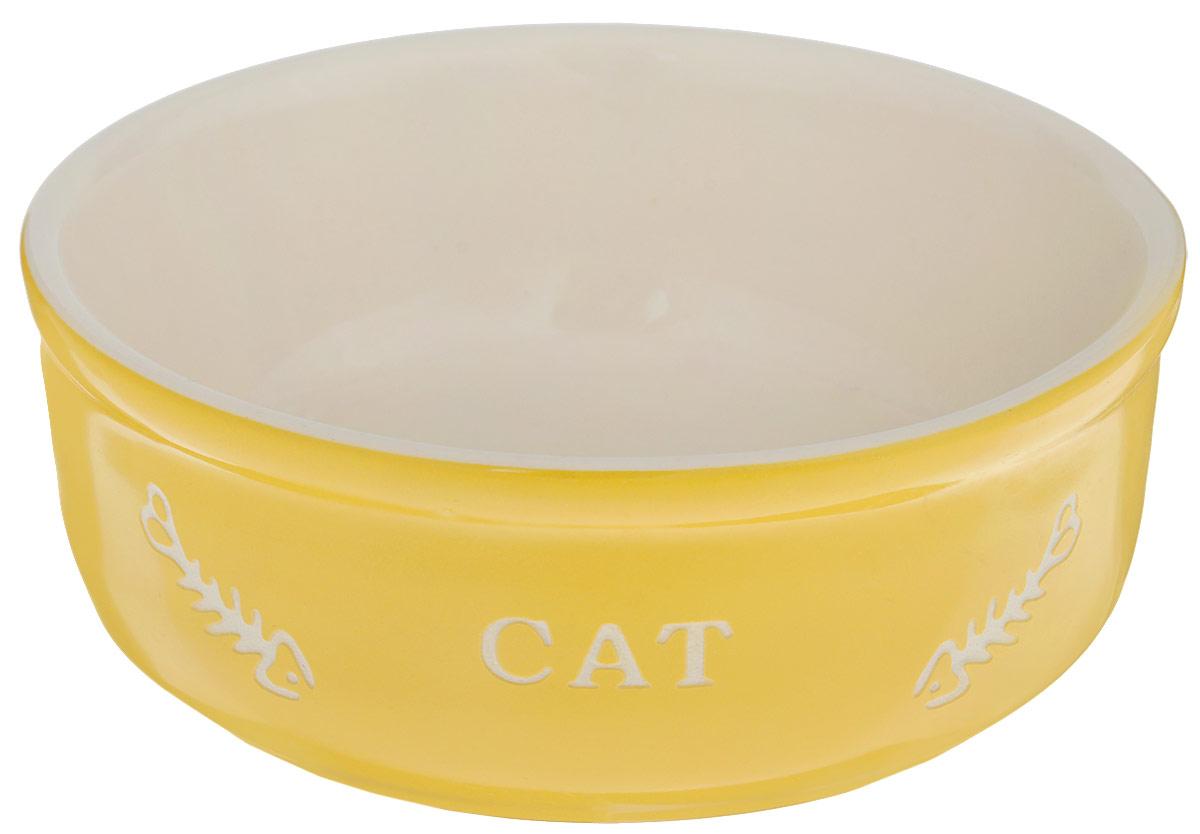 Миска для кошек Nobby Cat, цвет: желтый, светло-бежевый, 240 мл73637Миска для кошек Nobby Cat выполнена из керамики, покрытой глазурью. Внешние стенки дополнены рельефными рисунками и надписями. Миска достаточно тяжелая, поэтому не будет скользить по полу. Диаметр миски: 13,5 см. Высота миски: 5 см.