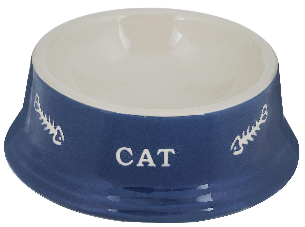 Миска для кошек Nobby Cat, цвет: синий, светло-бежевый, 140 мл0120710Миска для кошек Nobby Cat выполнена из керамики, покрытой глазурью. Внешние стенки дополнены рельефными рисунками и надписями. Миска достаточно тяжелая, поэтому не будет скользить по полу. Диаметр миски по верхнему краю: 12 см. Диаметр основания: 15 см. Высота миски: 5 см.