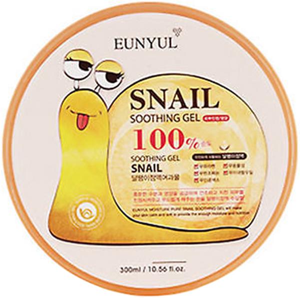 Eunyul Успокаивающий гель с улиткой, 300 мл8809389438877Универсальный гель с муцином улиткиКрем и маска для лица, маска для кожи вокруг глаз, гель для кожи тела, маска для волос, средство для ухода за ногтями и кутикулой, гель после бритья и эпиляции, средство после загара – всё это уместилось в одной баночке с гелем, в составе которого муцин улитки. Именно муцин улитки – компонент, созданный самой природой, делает гель Snail 100% Soothing Gel от Eunyul многофункциональным средством. Универсальный гель не имеет возрастных ограничений, может использоваться взрослыми и детьми, женщинами и мужчинами. Подходит для ухода за любым типом кожи. Муцин улитки имеет уникальный состав, великолепно работает на всех слоях кожи: помогает справиться с внешними проблемами (сухость и шелушение, акне, розацеа, расширенные поры и др. ), а также на клеточном уровне запускает процессы восстановления, замедляя хромостарение и фотостарение кожи. Гель с улиточным муцином имеет приятную тягучую текстуру, которая хорошо распределяется по коже и дарит ей мгновенное увлажнение и чувство комфорта, освежает и слегка охлаждает, устраняет сухость и чувство стянутости. Благодаря противоспалительным, антибактериальным, антисептическим свойствам слизи улитки, гель ускоряет заживление микроповреждений кожи, а также различных воспалений, предупреждает появление новых, предупреждает появление следов пост-акне и способствует рассасыванию шрамов и застойных пятен. Кроме того, способствует отшелушиванию ороговевших клеток кожи, нормализует работу сальных желез, сужает поры. При регулярном применении геля слизь улитки оказывает омолаживающее действие, что приводит к постепенному разглаживанию морщин и осветлению пигментации. Кожа становится более упругой и эластичной, ее рельеф и тон выравниваются. Благодаря антиоксидантам, гель с муцином улитки защищает кожу от ультрафиолета и разрушения свободными радикалами.