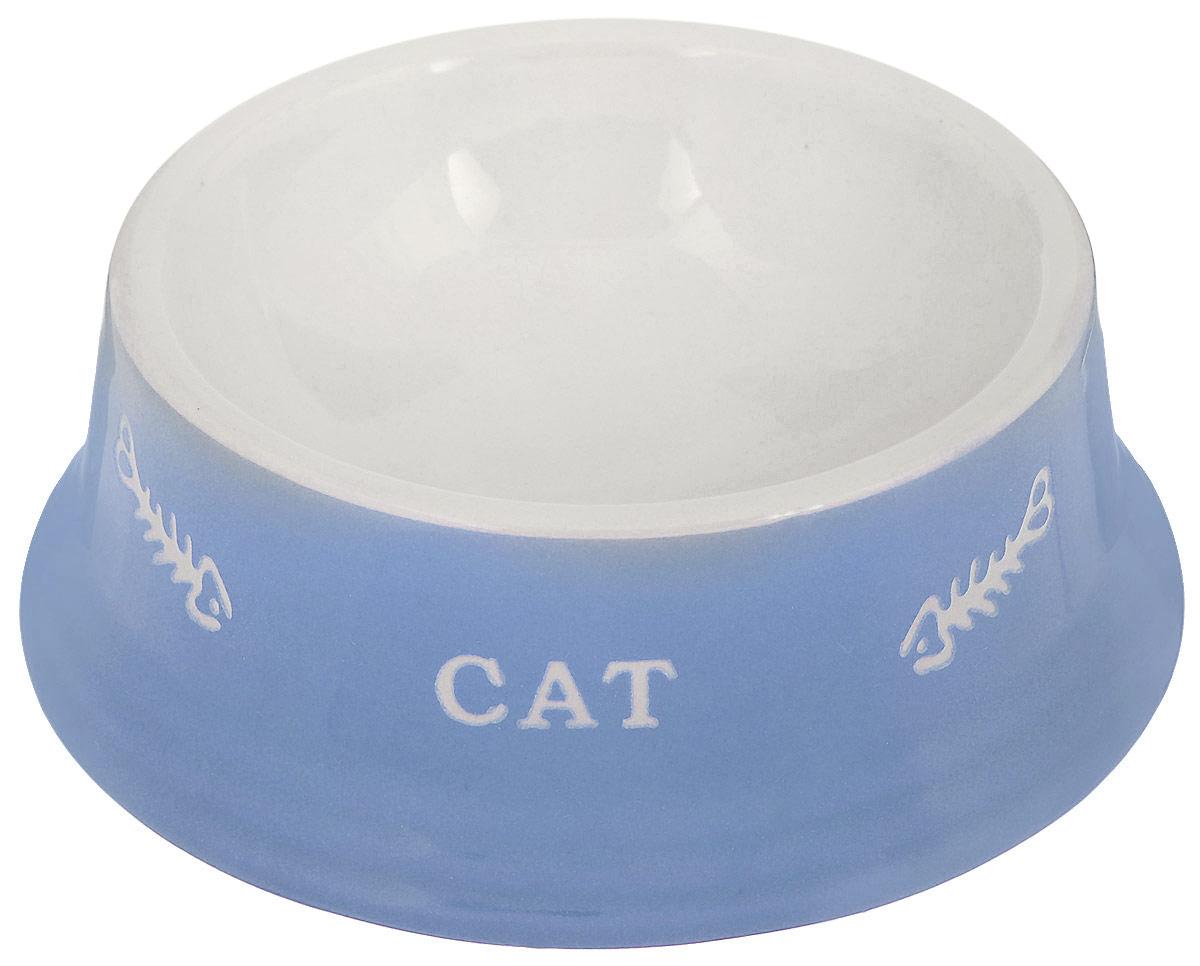 Миска для кошек Nobby Cat, цвет: голубой, светло-бежевый, 140 мл73377Миска для кошек Nobby Cat выполнена из керамики, покрытой глазурью. Внешние стенки дополнены рельефными рисунками и надписями. Миска достаточно тяжелая, поэтому не будет скользить по полу. Диаметр миски по верхнему краю: 12 см. Диаметр основания: 15 см. Высота миски: 5 см.