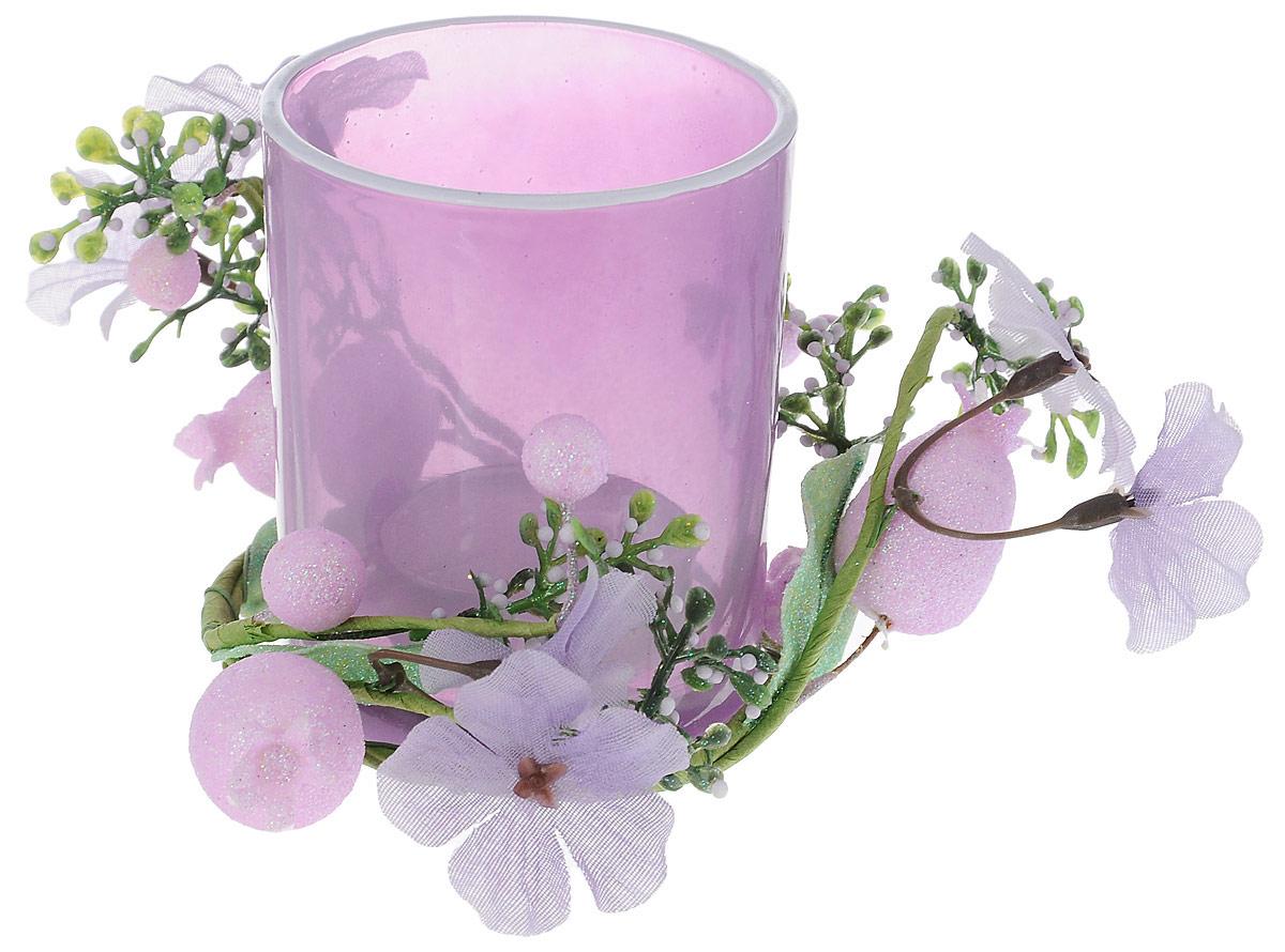 Подсвечник Lovemark, со свечой, цвет: сиреневый. 5A2415 LБрелок для ключейПодсвечник Lovemark представляет собой стеклянную емкость для чайной свечи, оформленную изысканным декоративным элементом в виде ветки с цветами. Чайная свеча входит в комплект. Такой подсвечник элегантно оформит интерьер вашего дома. Мерцание свечи создаст атмосферу романтики и уюта. Диаметр емкости (по верхнему краю): 6 см. Высота емкости: 7,5 см. Диаметр свечи: 3,5 см.