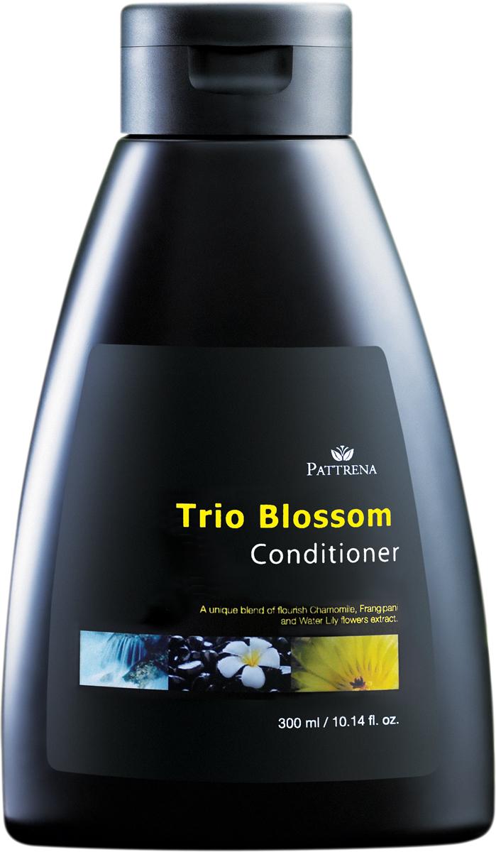 Pattrena кондиционер для волос Трио цветов, 300 млFS-00897Обогащенный, лечебный кондиционер с экстрактом ромашки, экстрактом цветков лилии, Frangipani Плюмерии. Содержит формулу мягкого увлажнения. Обладает освежающим цветочным ароматом чувственной Плюмерии Frangipani. Подходит для нормальных и жирных волос.