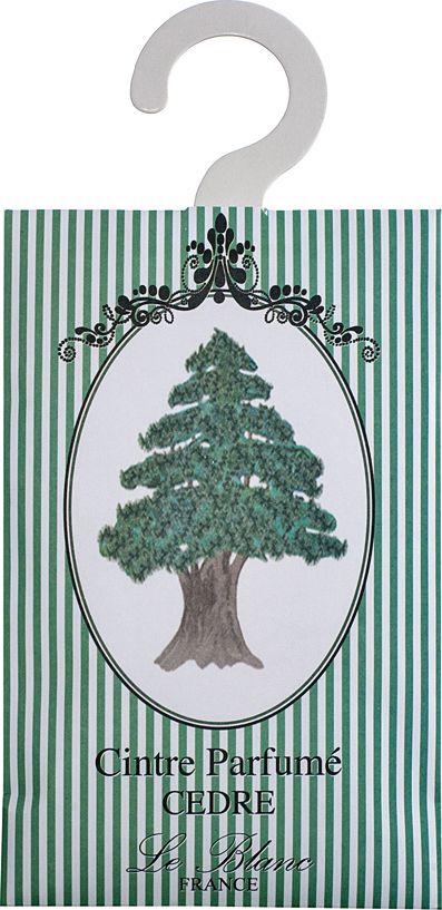 Саше ароматическое Le Blanc Кедр, цвет: зеленый2000000038346Подарки от Le Blanc - это роскошь в мелочах, определяющих стиль. Эти изящные вещицы привносят в нашу жизнь тонкие, нежные ароматы, создают настроение легкости и воздушности. Саше относятся к разряду тех мелочей, благодаря которым создается настоящий уют в доме. Глубокий и проникновенный сандаловый аромат навевает грёзы о глубоких таёжных лесах с непроходимыми тропами и больших сияющих звездах, которые можно увидеть над высокими, упирающимися в небо кедрами. Кедр пахнет цветами и древесиной, и мёдом, и лесом. А ещё - кипящей вокруг него жизнью. Камфорный, смолистый, свежий, дымно-горьковатый древесный аромат никого не сможет оставить равнодушным.