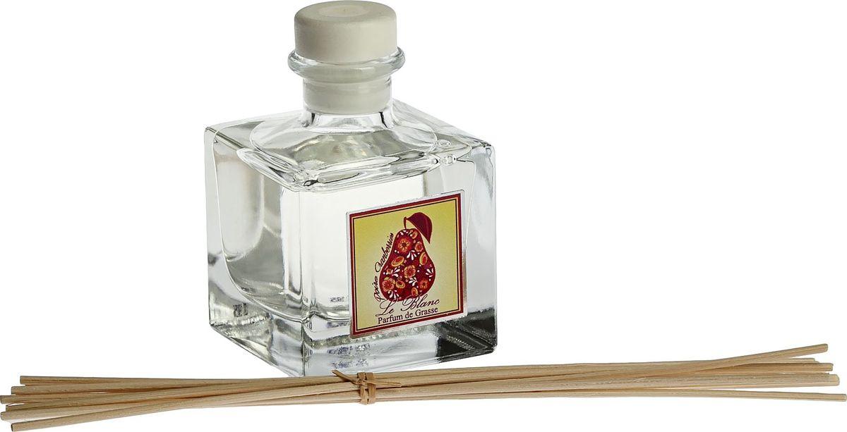 Диффузор ароматический Le Blanc Груша в клюкве, 50 мл2000000046099Легкий и сладостно-освежающий аромат груша не оставит Вас равнодушным. Грушевое благоухание наполнит воздух особой жизнерадостностью и целебной жизненной силой. Это сочный и сладостный аромат, но при этом не приторный, а насыщенный яркими и мощными нотами. Аромат клюквы напротив - зимний, яркий, морозный. Он вносит в эту гамму ноту холодной свежести. Эта парфюмерная композиция бодрит и придает энергии. Диффузор, упакованный в подарочную коробку, будет отличным подарком. В комплект входит емкость с жидкостью в выбранном объеме, тростниковые палочки, картонная коробочка.