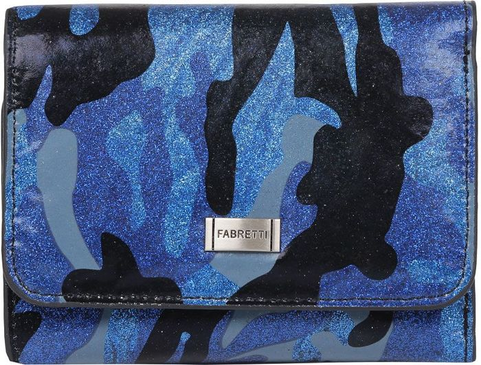 Кошелек женский Fabretti. 44010-blue militaryMX3024820_WM_SHL_010Яркий женский кошелек от итальянского бренда Fabretti выполнен из натуральной кожи с невероятно гладкой и приятной на ощупь фактурой. Насыщенное сочетание синего, черного и голубого цвета, а также ультрамодный принт в стиле милитари превращают модель в незаменимый аксессуар для каждой модницы, предпочитающей изысканные образы. Внутри есть два удобных два отделения для купюр. Вы сможете разместить 9 кредитных или дисконтных карт и любимую фотографию. На тыльной стороне аксессуара расположен кармашек для мелочи на прочной молнии.Кошелек закрывается на прочную застежку с логотипом бренда.