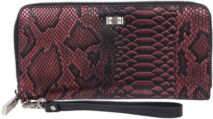Кошелек женский Fabretti. 77006-red pitonMX3024820_WM_SHL_010Роскошный женский кошелек от итальянского бренда Fabretti выполнен из натуральной кожи с невероятно стильным тиснением под рептилию. Сочетание бордового и черного цвета, фурнитура, выполненная под серебро, и эксклюзивный роскошный принт под крокодиловую кожу превращают модель в утонченный аксессуар, который подчеркнет ваш изысканный вкус. Кошелек закрывается на молнию с удобным поводком. К аксессуару прикреплен отстегивающийся кожаный брелок, с помощью которого модель можно легко носить на руке. Внутри находятся 4 вместительных отделения для купюр, а также отдел на молнии, предназначенный для мелочи. Вы с легкостью сможете носить с собой дисконтные и кредитные карты за счет 10 удобных отделений, расположенных внутри аксессуара. На тыльной стороне кошелька имеется компактный кармашек, застегивающийся на аккуратную молнию.