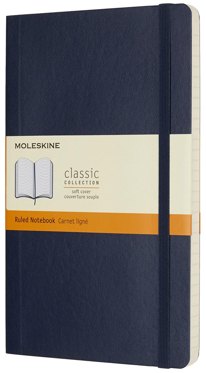 Moleskine Блокнот Classic Soft 96 листов в линейку цвет синий QP616B20QP616B20Блокнот Moleskine Classic Soft в линейку размера Large в мягкой, но прочной обложке приспосабливается к движениям тела и легко помещается в карман. Он станет для тебя надежным спутником в путешествии и идеально подойдет для записи мыслей и заметок. Этот продукт выполнен в шитом переплете с мягкой обложкой со скругленными углами, с листами из бескислотной бумаги, закладкой, эластичной застежкой и вместительным внутренним карманом, куда вложена открытка с историей Moleskine.