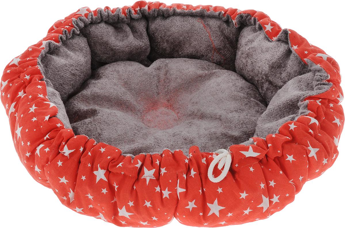 Лежак для собак GLG Кувшинка, цвет: красный, серый, 65 смL009_красный, серыйЛежак для собак Кувшинка обязательно понравится вашему питомцу. Он выполнен из качественного сочетания хлопка с полиэстером и дополнен набивкой из поролона. Материал не теряет своей формы долгое время. Края лежака дополнены внутренним утягивающим шнурком. Мягкий лежак станет излюбленным местом вашего питомца, подарит ему спокойный и комфортный сон, а также убережет вашу мебель от шерсти.