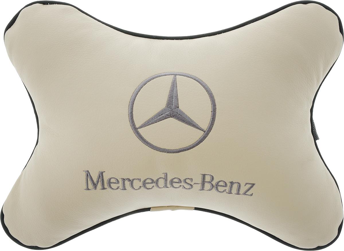 Подушка автомобильная Autoparts Mercedes, на подголовник, цвет: бежевый, черный, 30 х 20 смМ16_бежевый, черныйАвтомобильная подушка Autoparts Mercedes, выполненная из эко-кожи с мягким наполнителем из холлофайбера, снимает усталость с шейных мышц, обеспечивает правильное положение головы и амортизирует нагрузки на шейные позвонки при резком маневрировании. Ее можно зафиксировать на подголовнике с помощью регулируемого по длине ремня. На изделии имеется молния, с помощью которой вы с легкостью сможете поменять наполнитель. Если ваши пассажиры захотят вздремнуть, то подушка под голову окажется очень кстати и поможет расслабиться.